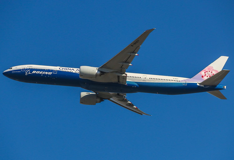 [原创]中华航空蓝鲸彩绘77w BOEING 777-300ER B-18007 中国北京首都国际机场