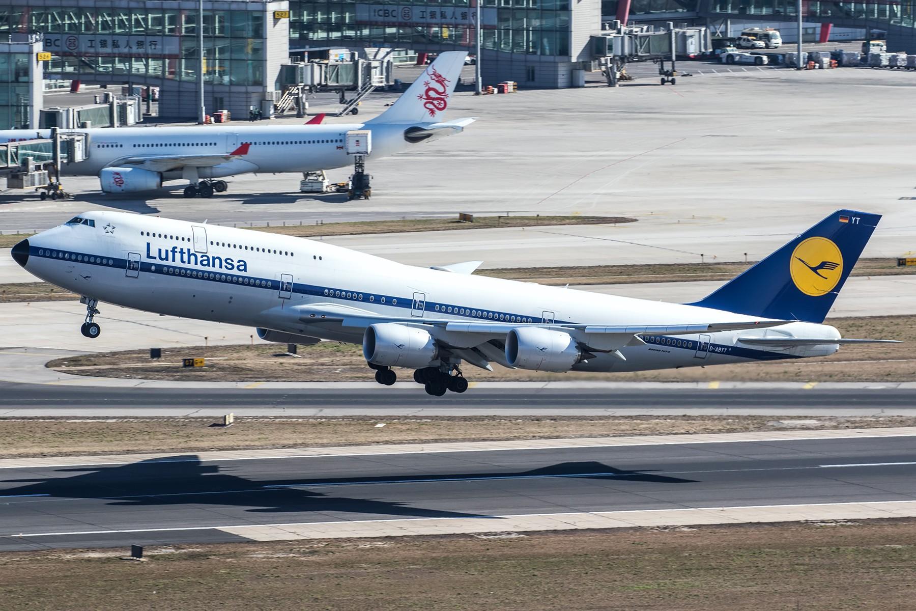 [原创]**一图党**发张汉莎复古涂装坐等霾散~ BOEING 747-8I D-ABYT 中国北京首都国际机场