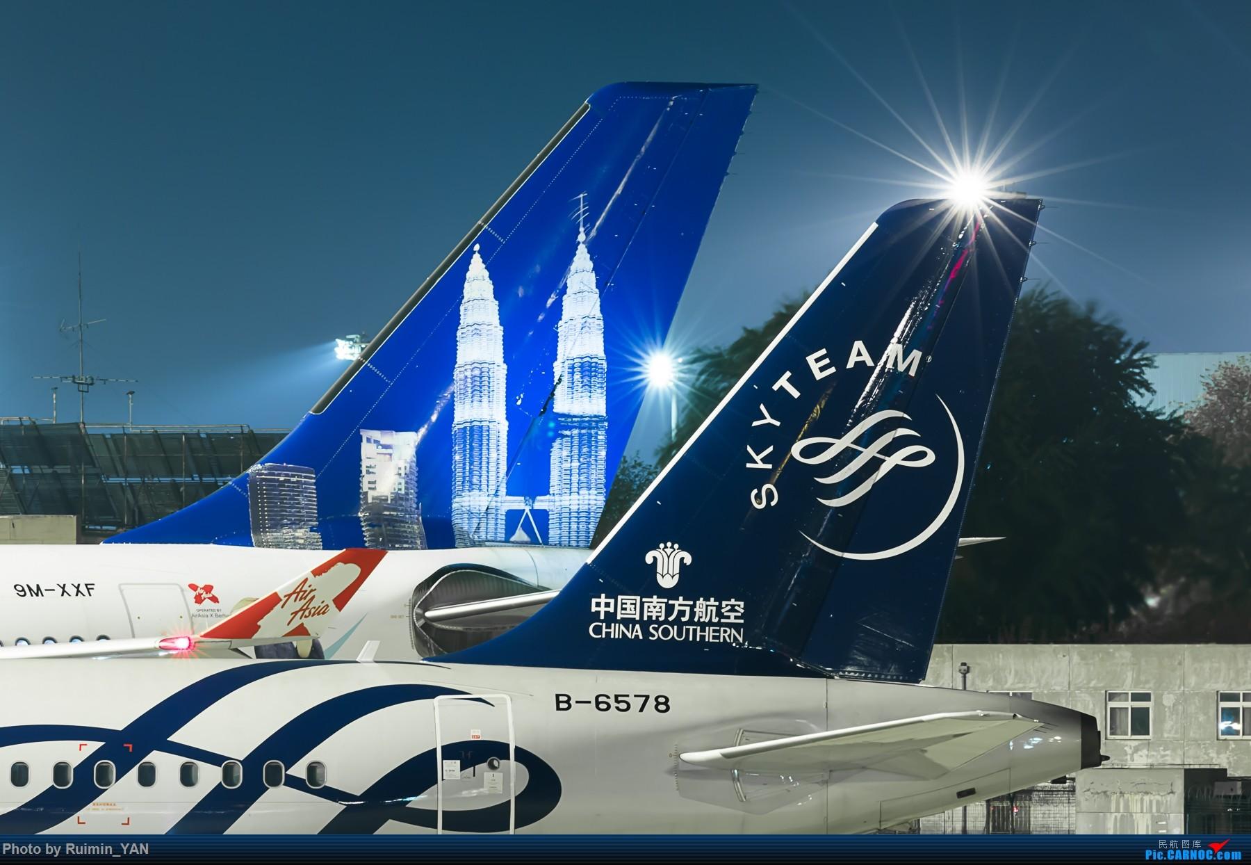 [原创]【夜景】【PEK】【彩绘】亚洲航空X(D7)双子塔 Now Everyone Can Fly To Malaysia A333/9M-XXF AIRBUS A330-300 9M-XXF 中国北京首都国际机场