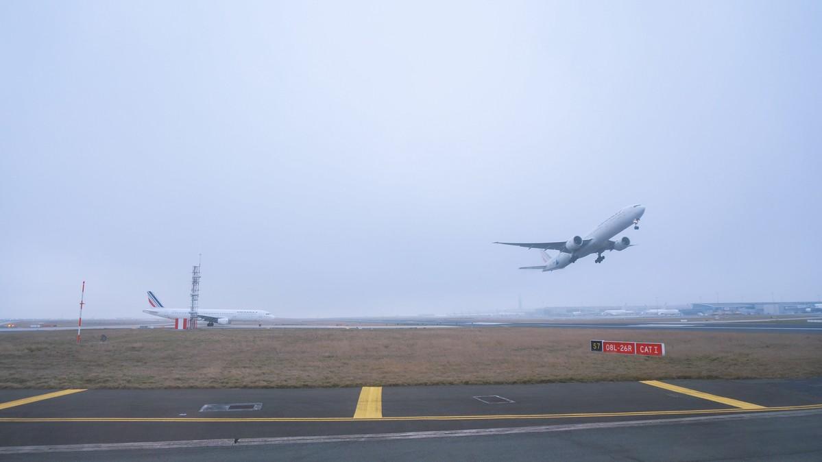 Re: [原创]【 环球十万公里 | 除了横跨太平洋 | 东欧西欧 | 中集 】 BRITISH AEROSPACE BAE-146-100 HB-IXT 法国戴高乐机场