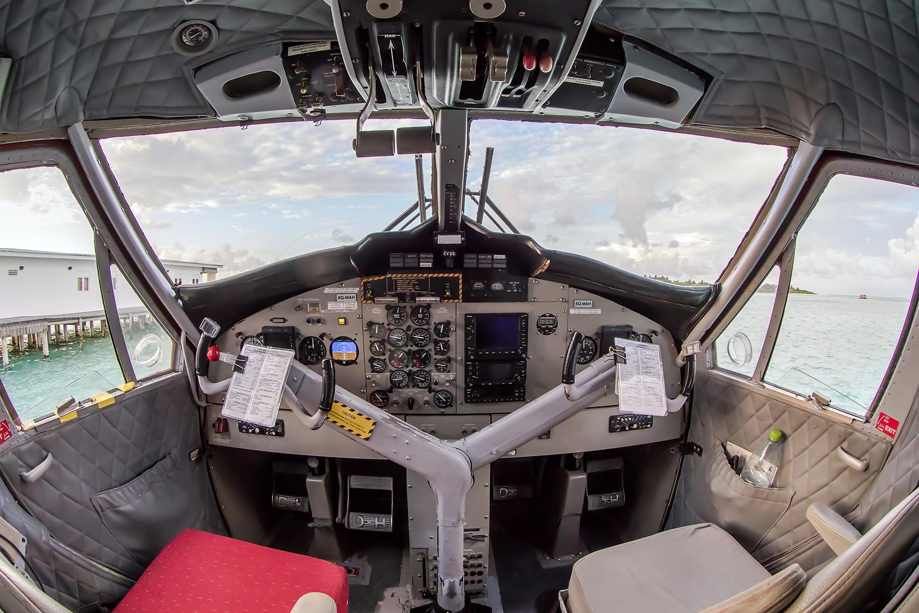 [原创]**一图党**双水獭DHC-6驾驶舱视角 DE HAVILLAN CANADA DHC-6-300 8Q-MAH 马尔代夫马累机场