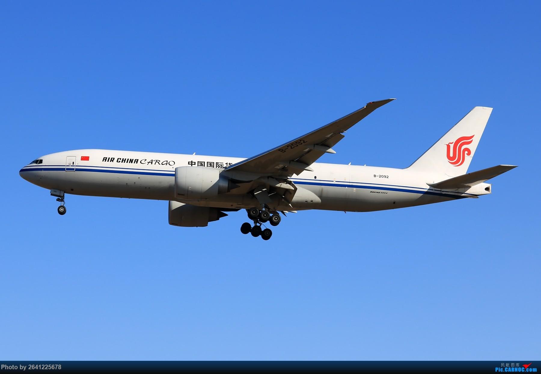 Re:[原创]【PEK】六七级北风吹走了雾霾,吹不走拍机的热情!1800*1200/1920*1280一组 图片略多,慢慢发 BOEING 777-200 B-2092 中国北京首都国际机场