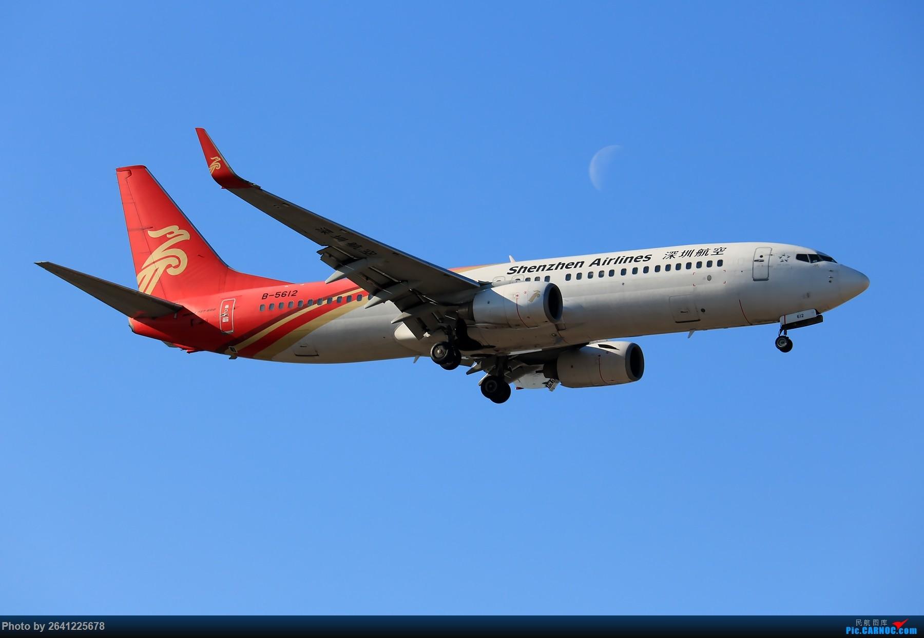 Re:[原创]【PEK】六七级北风吹走了雾霾,吹不走拍机的热情!1800*1200/1920*1280一组 图片略多,慢慢发 BOEING 737-800 B-5612 中国北京首都国际机场