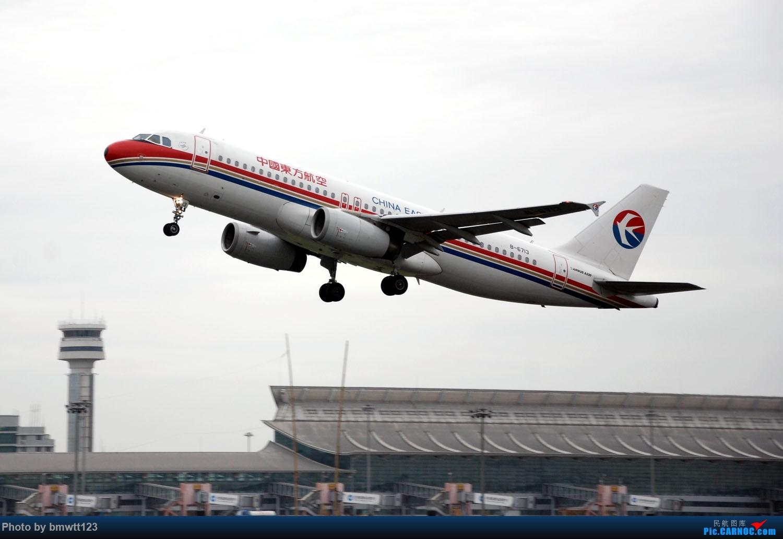 [原创]【SHE沈阳】老片新发,小飞机与塔台合影一组! AIRBUS A320-200 B-6713 中国沈阳桃仙国际机场