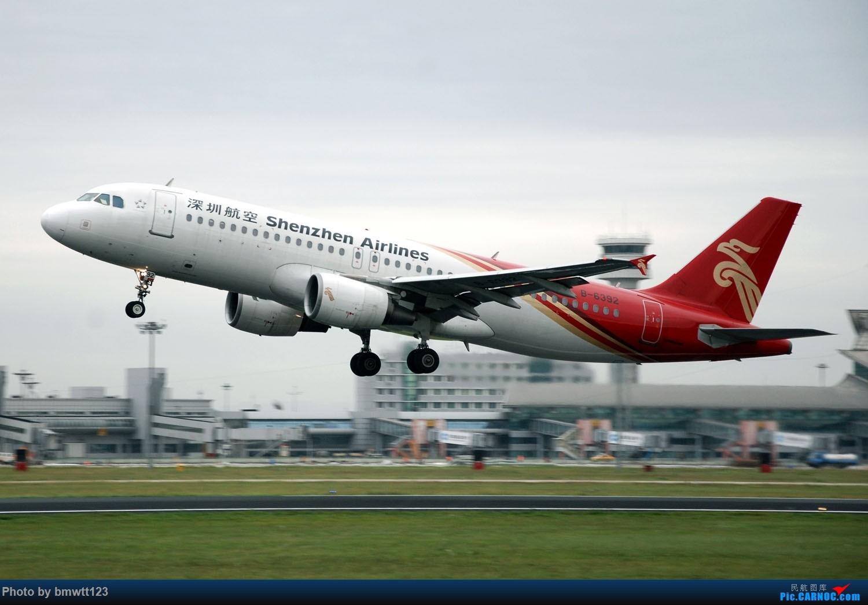 Re:[原创]【SHE沈阳】老片新发,小飞机与塔台合影一组! AIRBUS A320-200 B-6392 中国沈阳桃仙国际机场