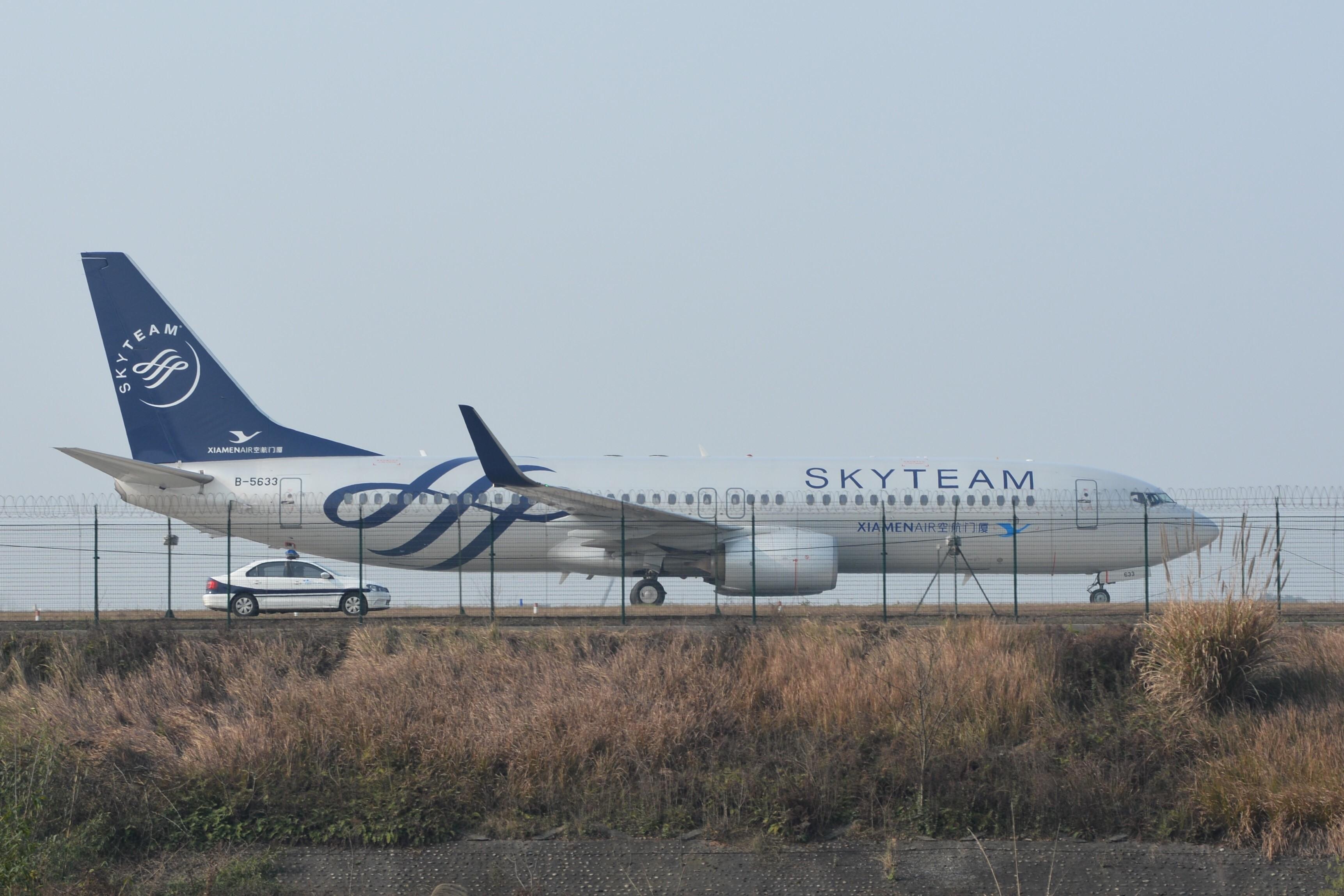 天合联盟 涂装与天空完美融合 BOEING 737-800 B-5633 中国成都双流国际机场