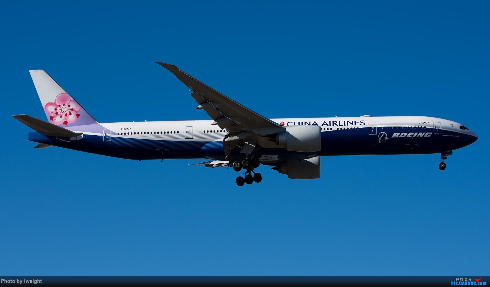 蓝鲸来北京 BOEING 777-300ER B-18007 中国北京首都国际机场