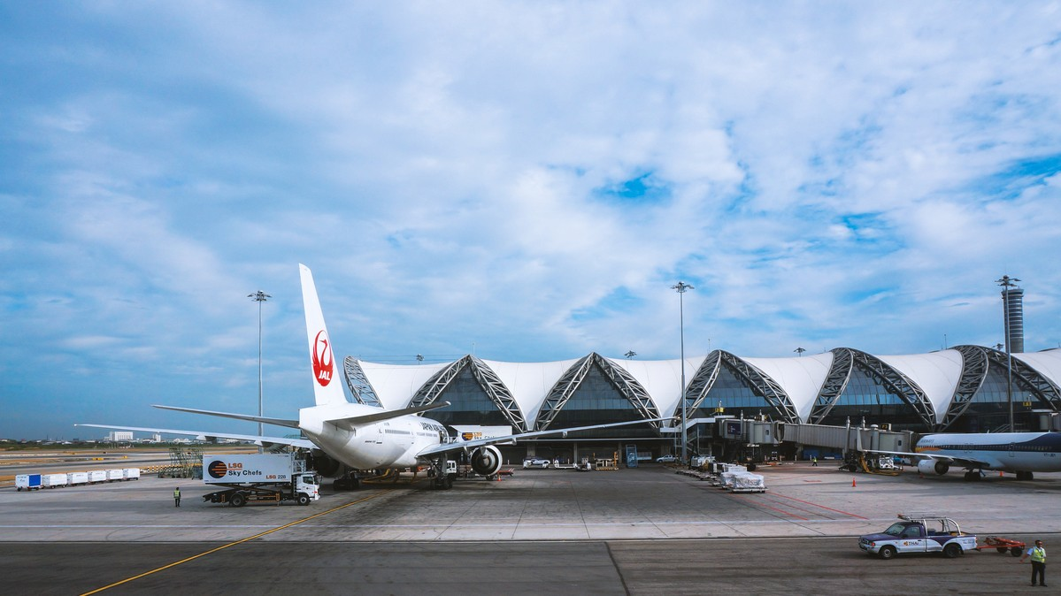 Re: [原创]【 环球十万公里 | 除了横跨太平洋 | 后会有期 | 下集 】 BOEING 777-300ER A6-ETG 泰国曼谷素万那普国际机场