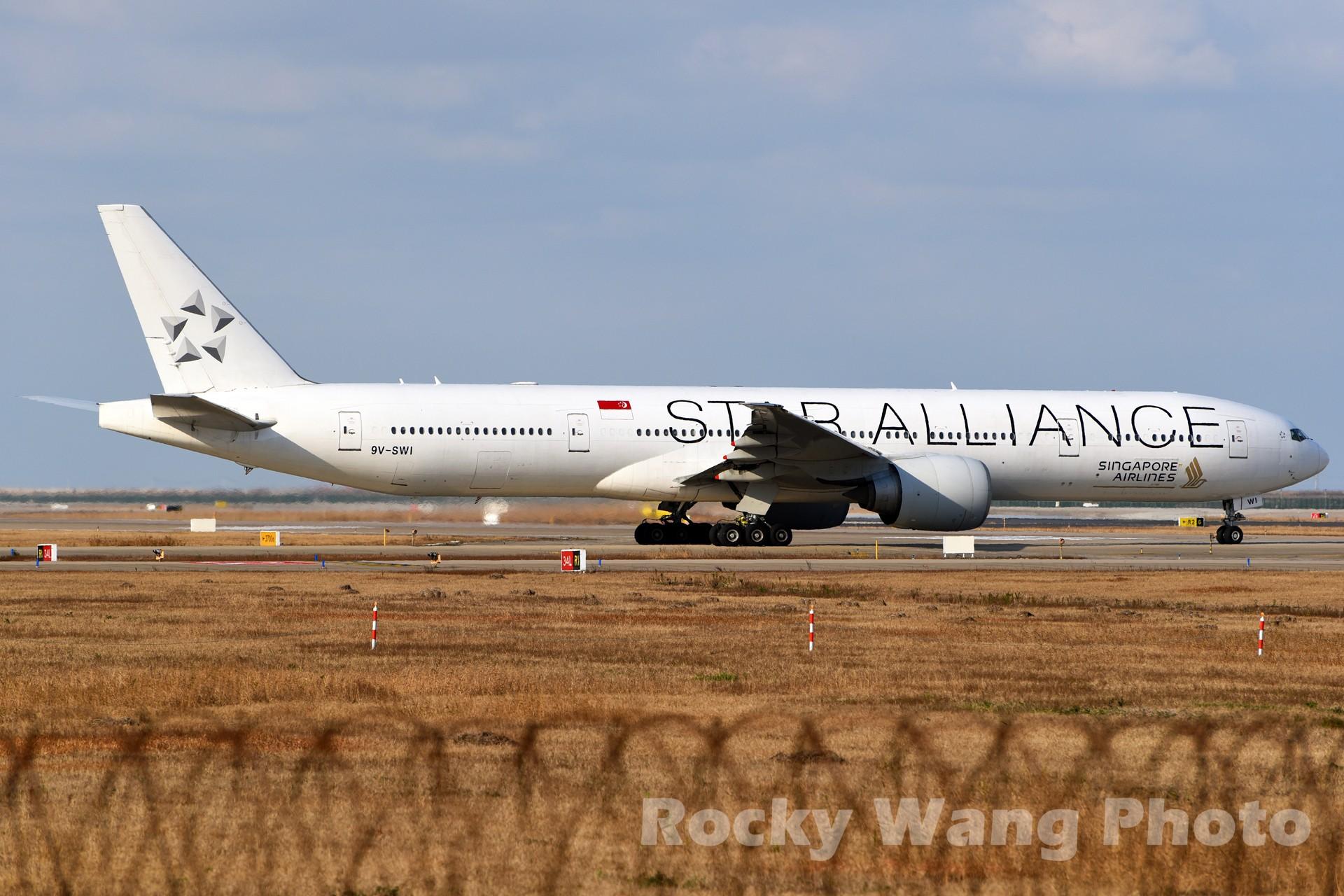 [原创]白与黑 BOEING 777-300ER 9V-SWI 中国上海浦东国际机场