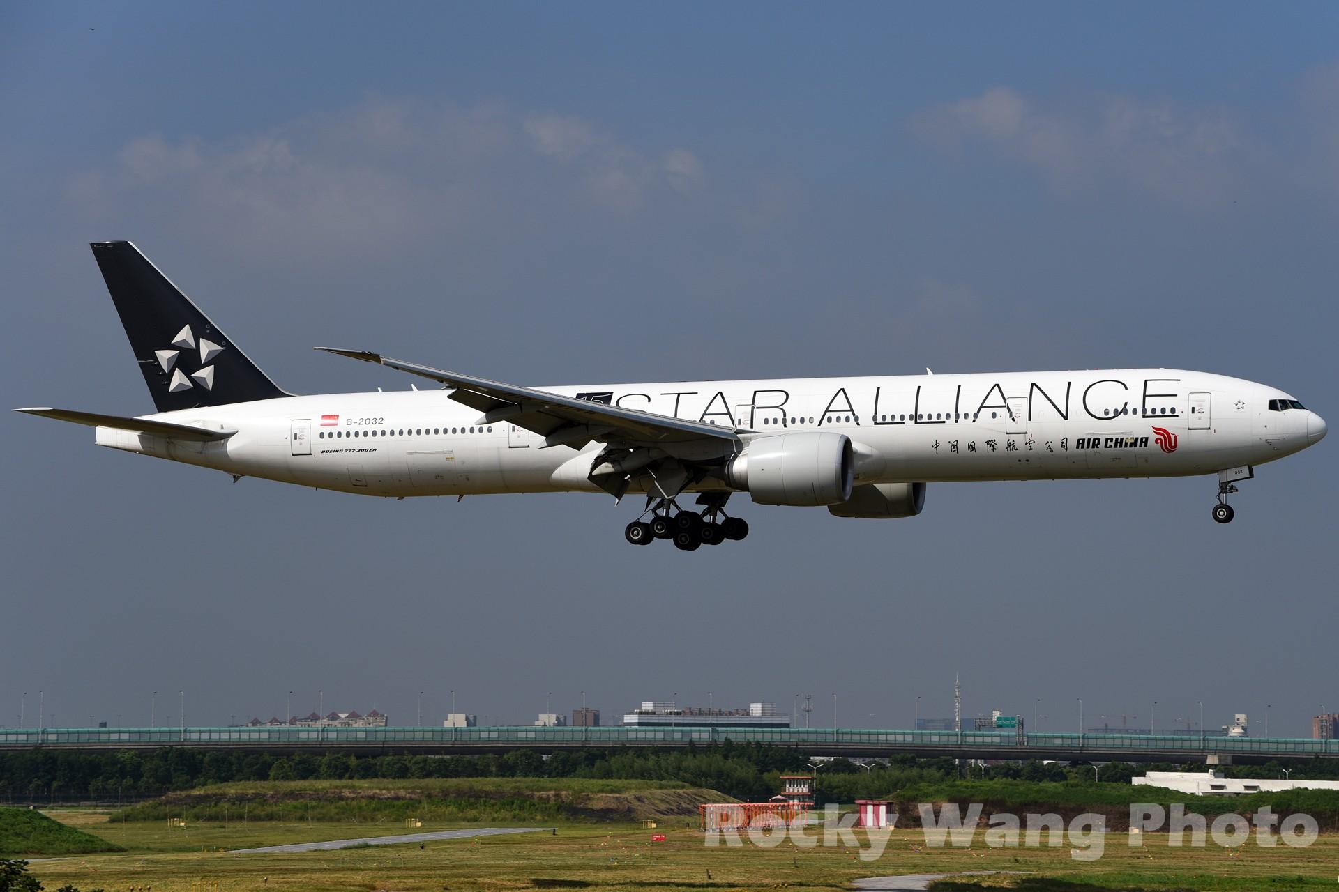 Re:[原创]白与黑 BOEING 777-300ER B-2032 中国上海虹桥国际机场