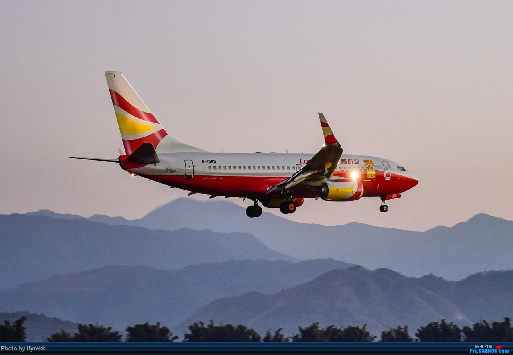 Re:[原创]假期都快完了,不发点图实在惭愧 BOEING 737-700 B-1565 中国芒市机场
