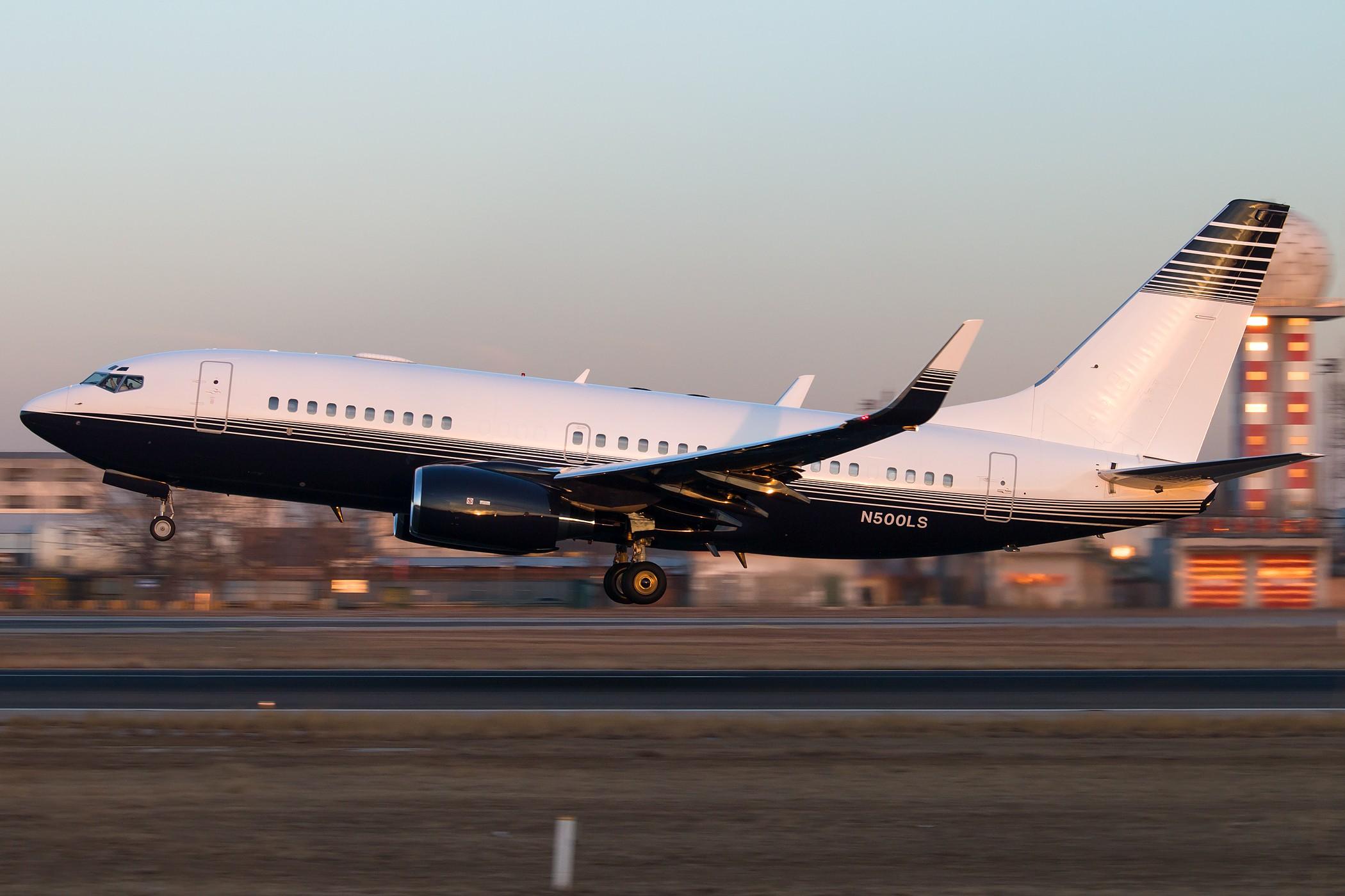 [原创][一图党] N500LS 2100*1400 BOEING 737-73T(BBJ) N500LS 中国北京首都国际机场