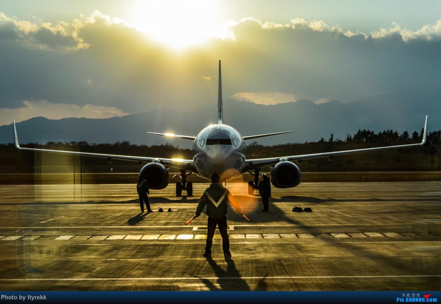 [原创]【DLU】 夕阳 B-5097 BOEING 737-700 B-5097 中国大理机场