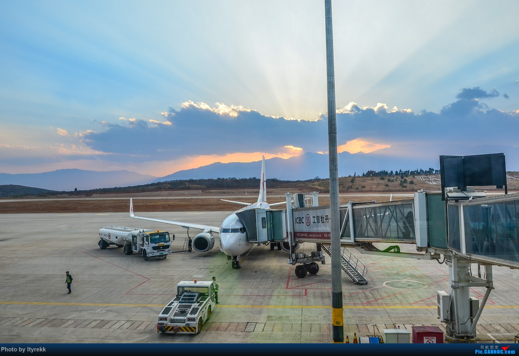 Re:[原创]【DLU】 夕阳 B-5097 BOEING 737-700 B-5097 中国大理机场