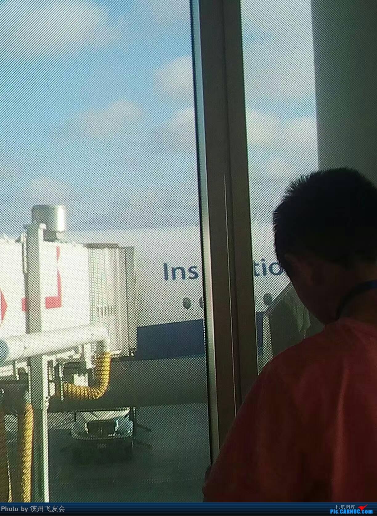 Re:[原创]全日空美国游记2-东京羽田,洛杉矶 BOEING 777-200ER  美国洛杉矶机场