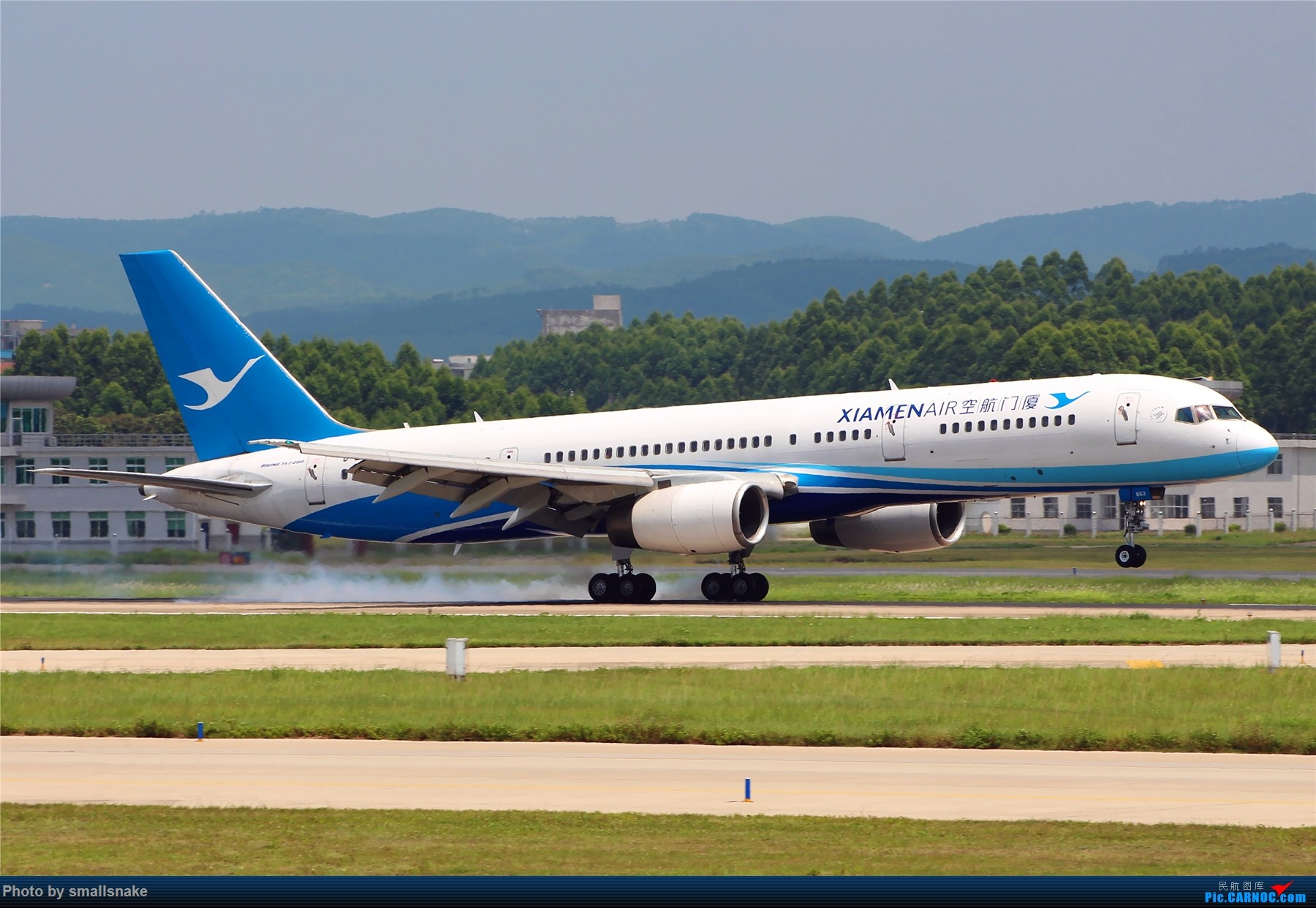 Re:[原创]厦航757落地擦烟... BOEING 757-200 B-2862 南宁吴圩国际机场