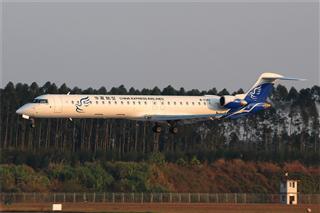 华夏航空CRJ...