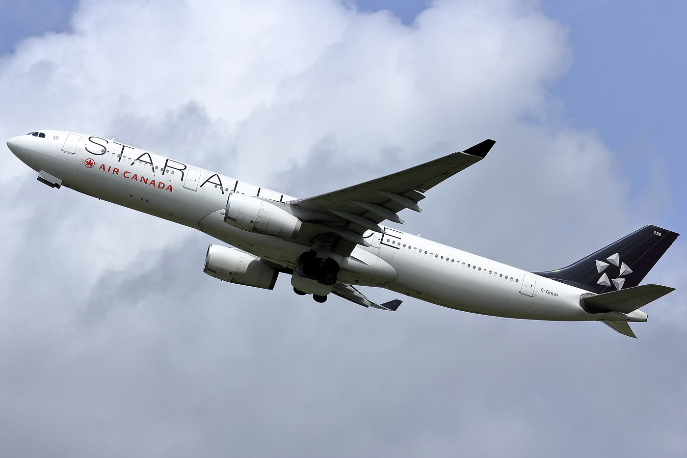 Re:[原创]【AMS】听说今天要发330?? AIRBUS A330-300 C-GHLM 荷兰阿姆斯特丹史基浦机场
