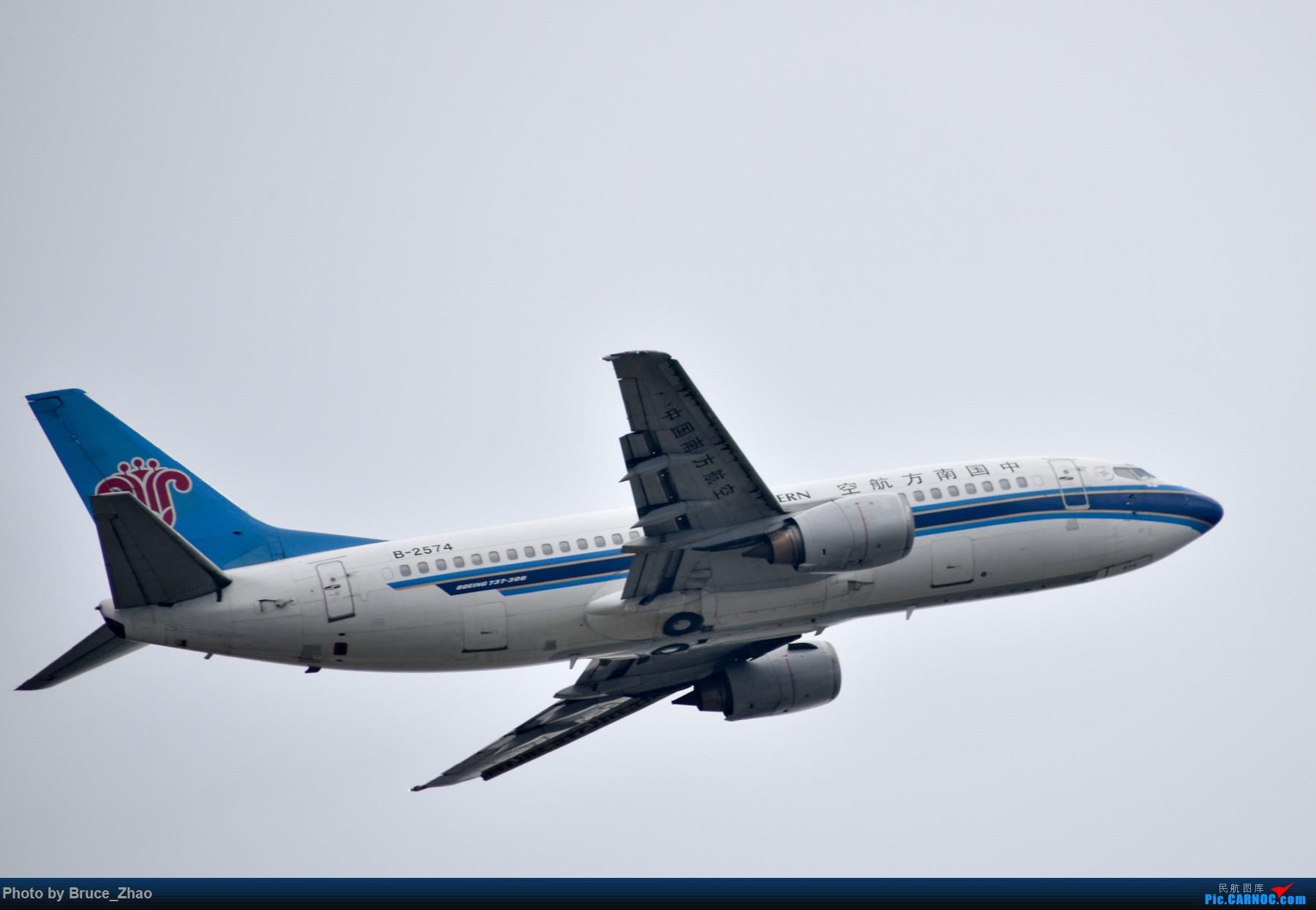 Re:[原创]CKG 拍机(一) BOEING 737-300 B-2574 中国重庆江北国际机场