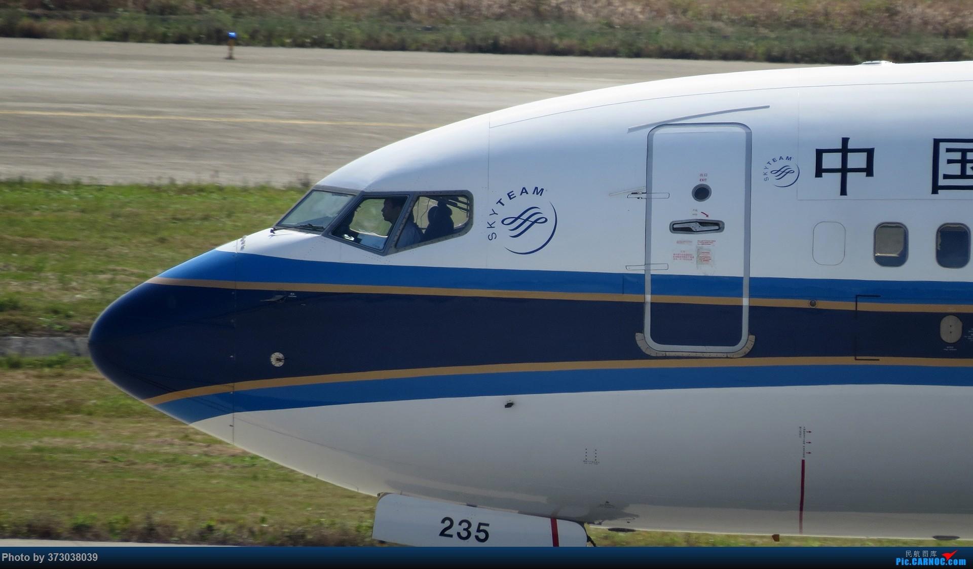 Re:[原创]【杭州飞友会 】50周年,烂大街的波音737 杭州飞友接力照 BOEING 737-700 B-5235 中国杭州萧山国际机场
