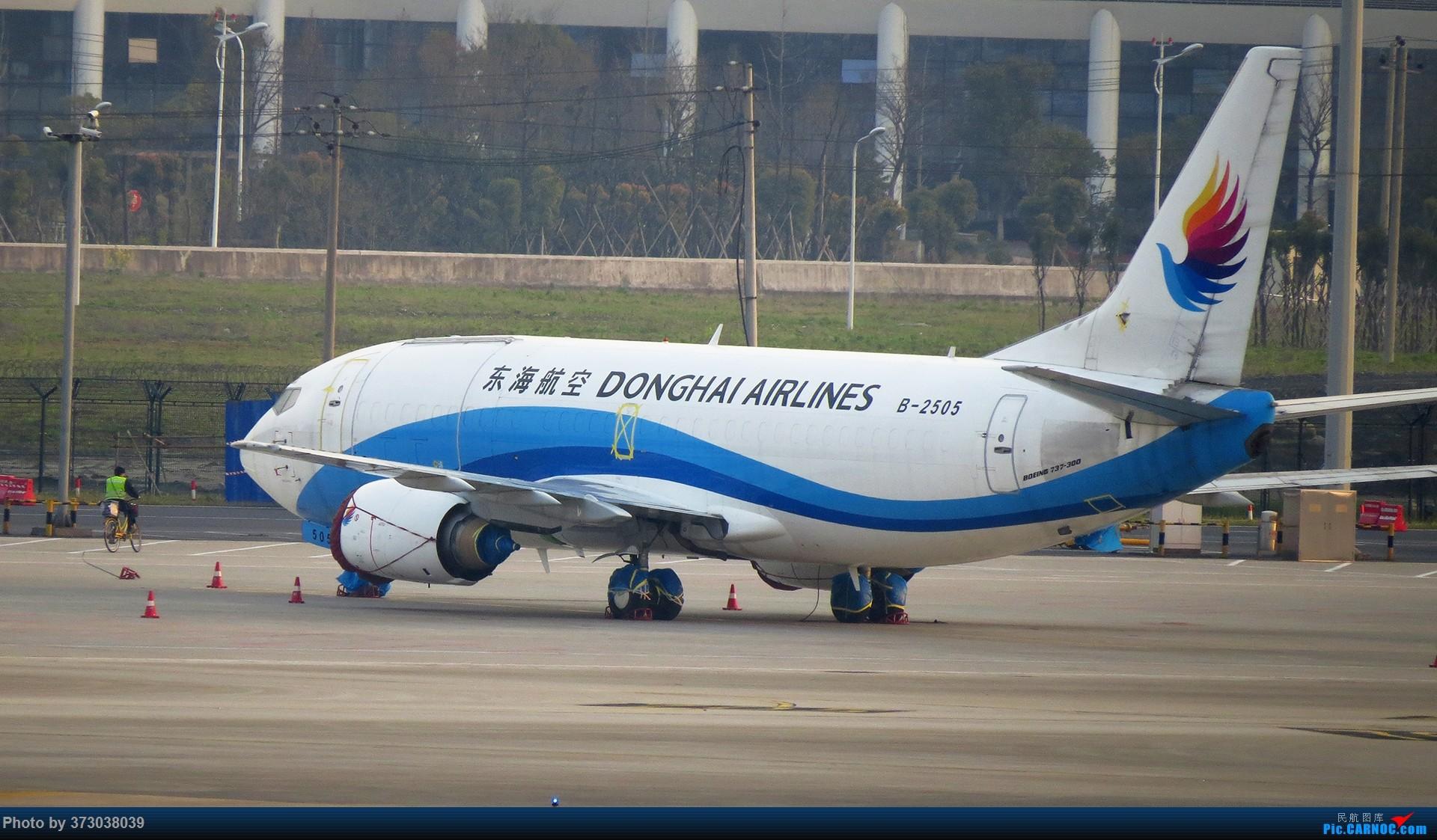 Re:[原创]【杭州飞友会 】50周年,烂大街的波音737 杭州飞友接力照 BOEING 737-300 B-2505 中国杭州萧山国际机场