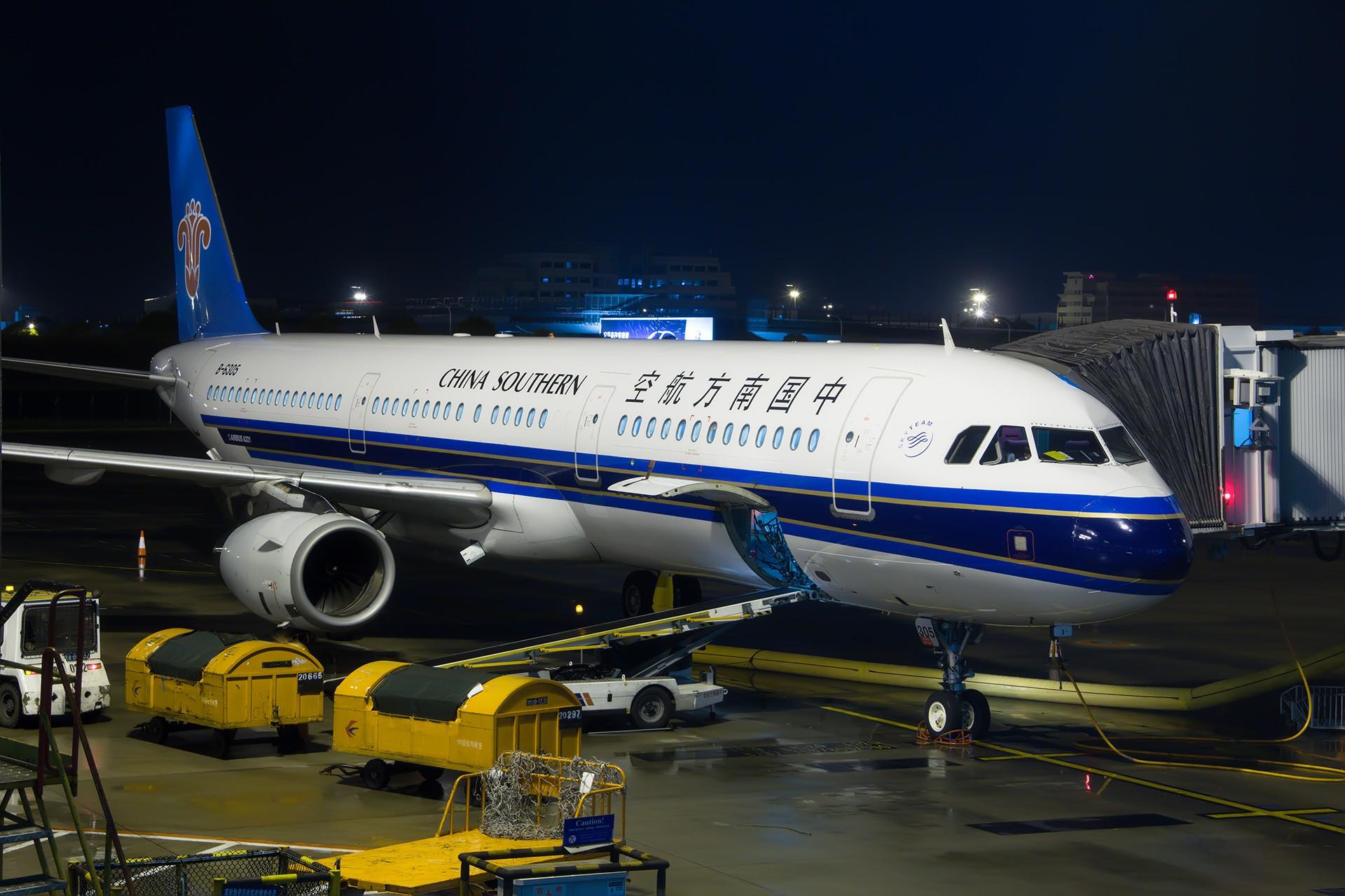 Re:[原创][PVG]。。。夜。。。 AIRBUS A321-200 B-6305 中国上海浦东国际机场