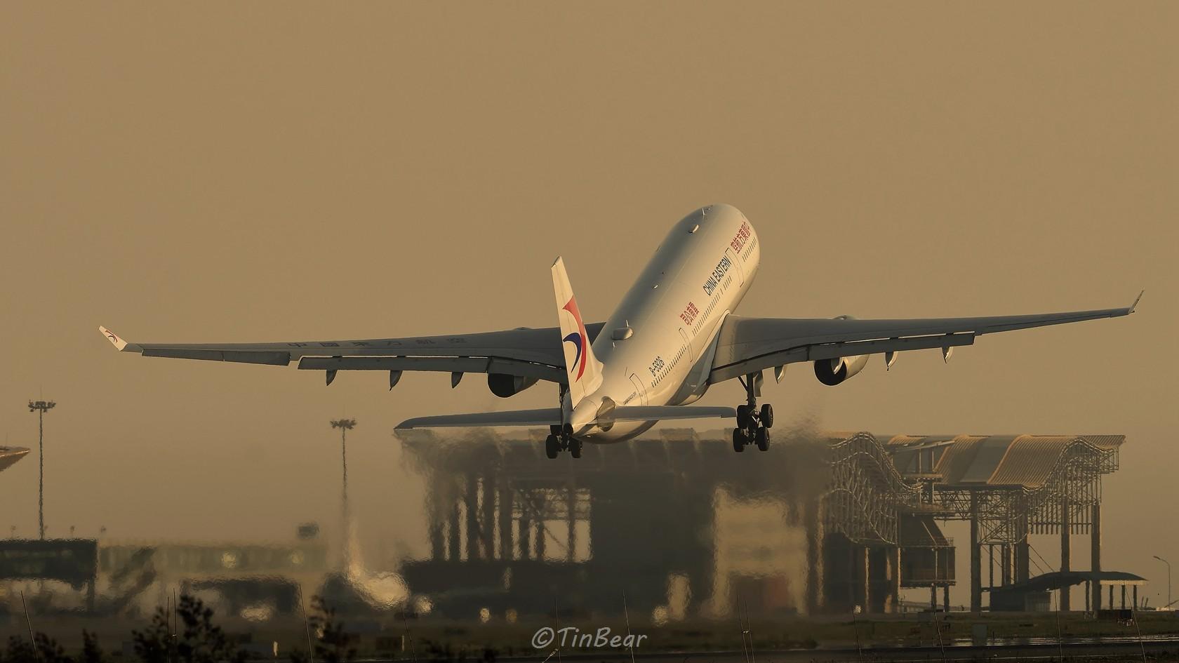 [原创]翼下风 AIRBUS A330-200 B-5926 中国昆明长水国际机场