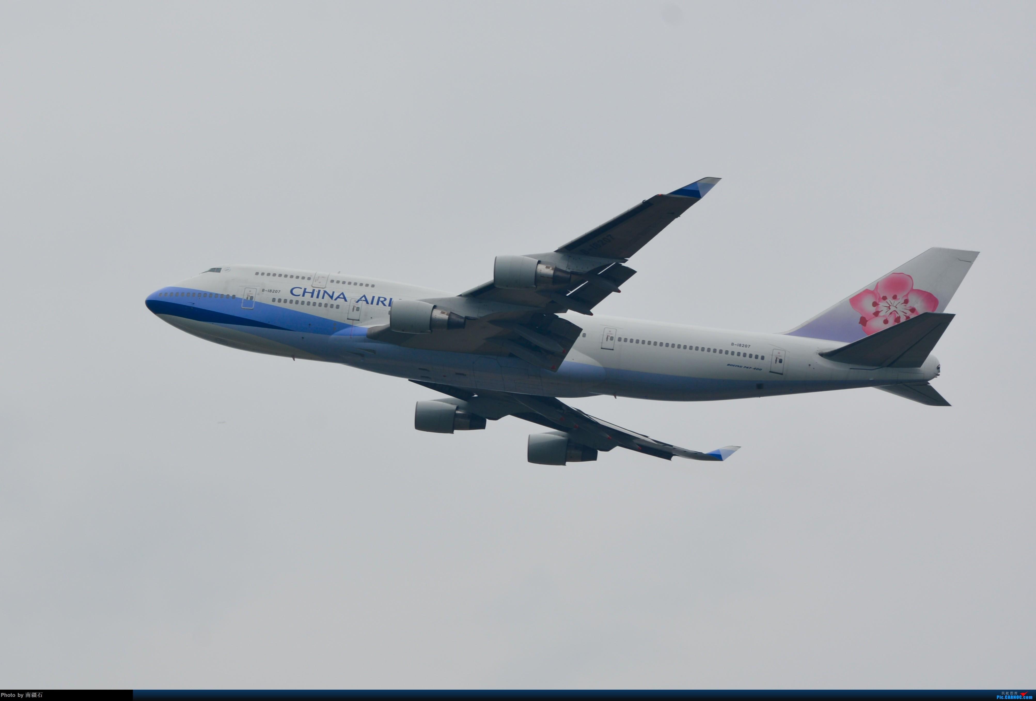 CTU的冰火两重天 灰的纯粹 蓝的通透 华航 荷航744各一只 BOEING 747-400 B-18207 中国成都双流国际机场