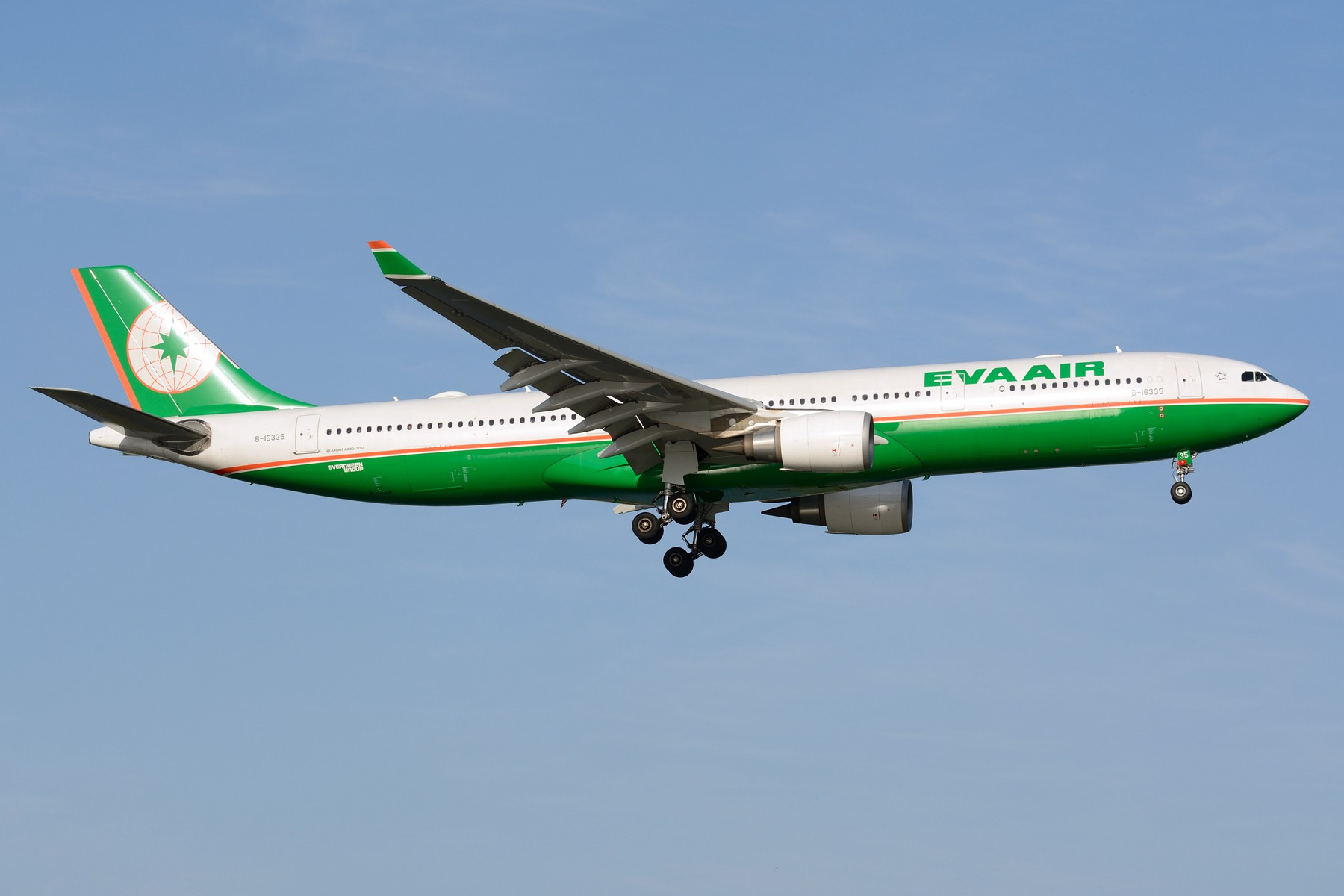 Re:【SHA】4月难得的好天,杂图几张 AIRBUS A330-300 B-16335 中国上海虹桥国际机场