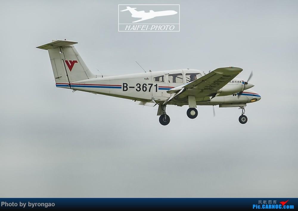 Re:全是小灰机....(内有双飞)哈哈:) PIPER PA-44-180 B-3671 ZUXJ