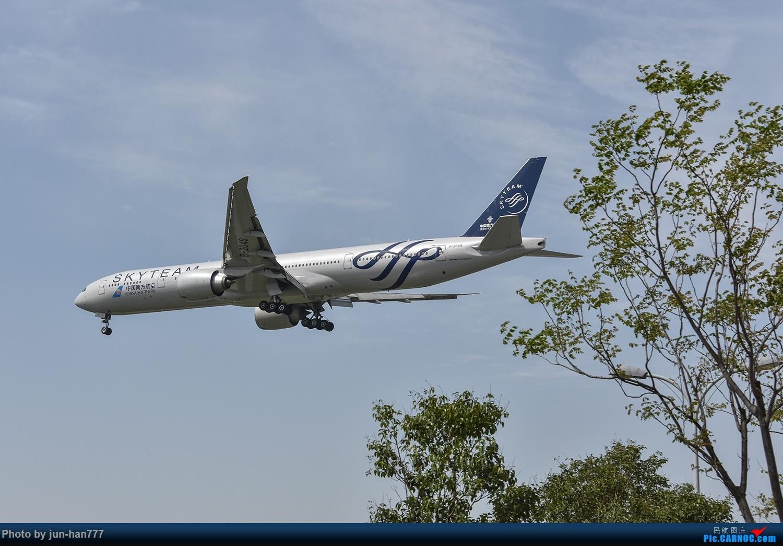 Re:[原创]远去的背影 BOEING 777-300ER B-2049