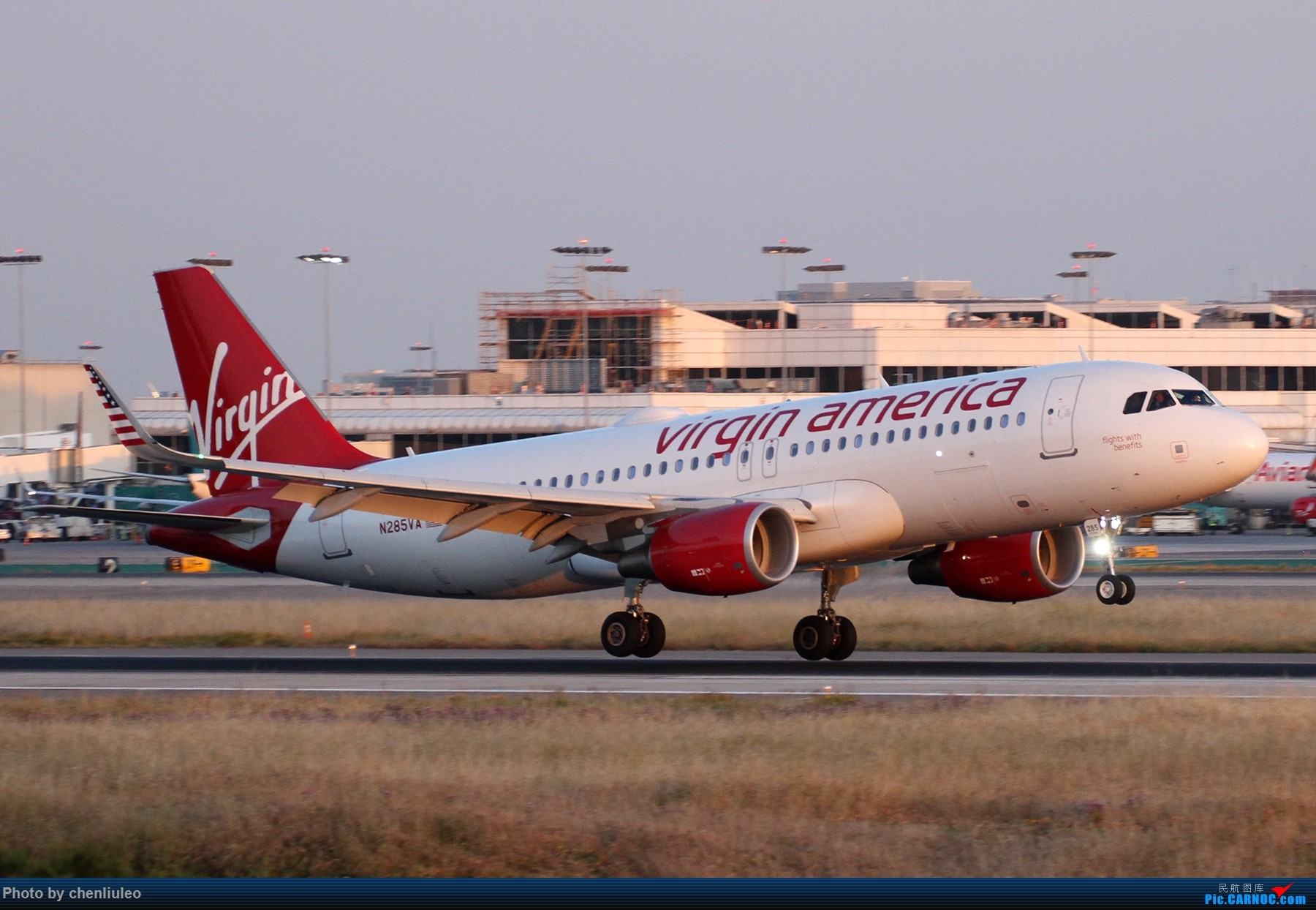 Re:[原创]【北美飞友会】洛杉矶世界机场黄昏随拍 AIRBUS A320-200 N285VA 美国洛杉矶机场