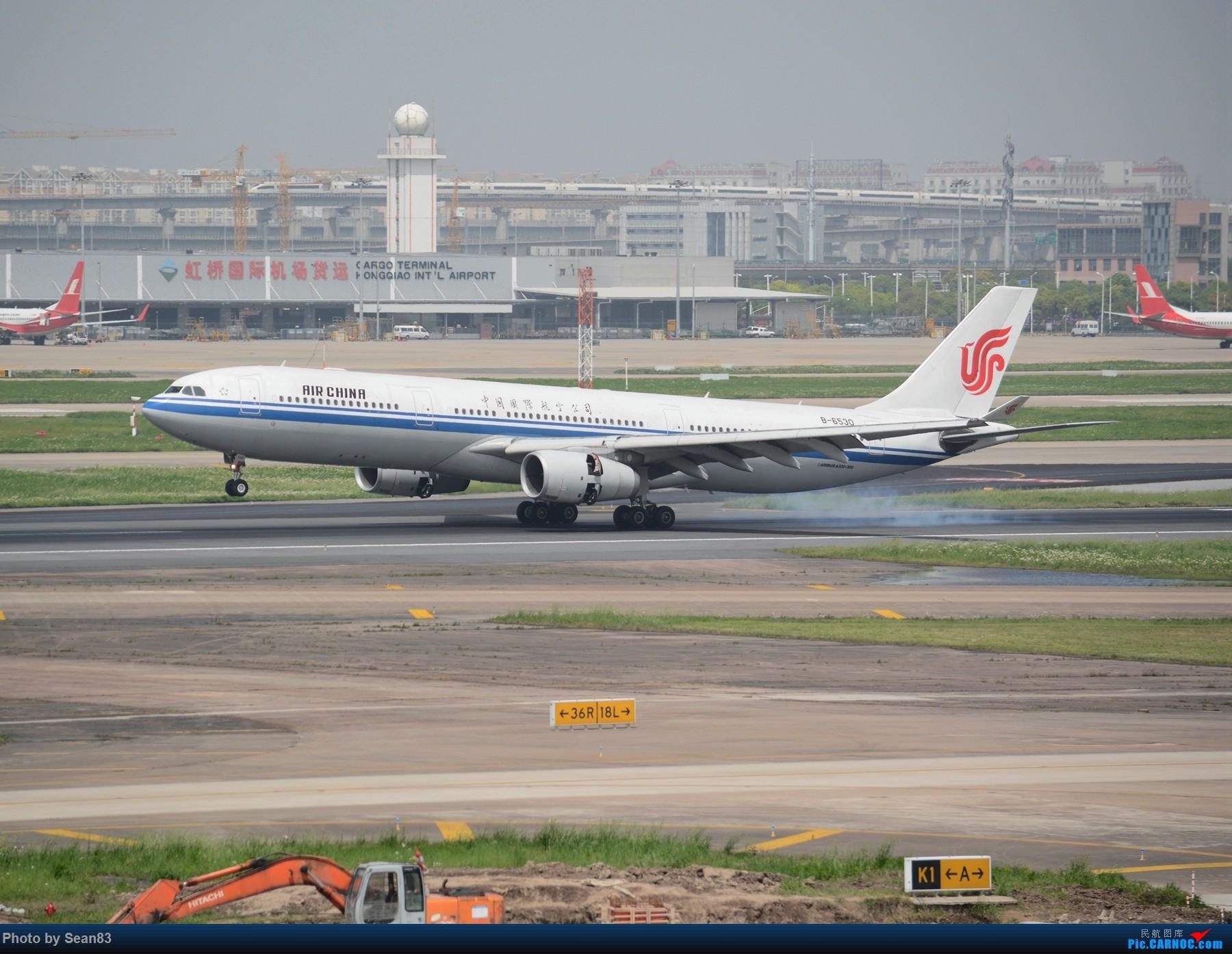飞机高铁同框 AIRBUS A330-300 B-6530 上海虹桥国际机场