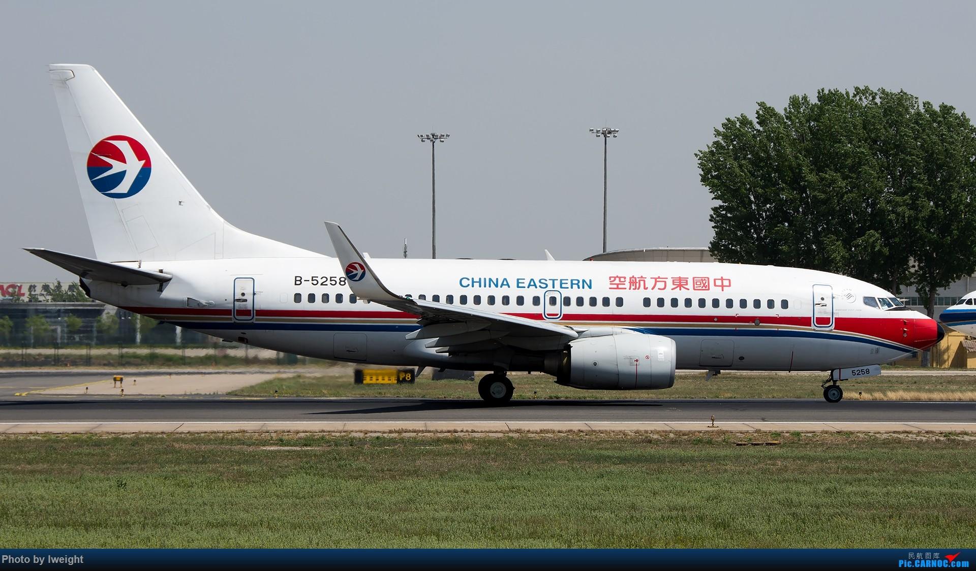 Re:[原创]天气晴朗,继续守候18R【多图】 BOEING 737-700 B-5258 中国北京首都国际机场