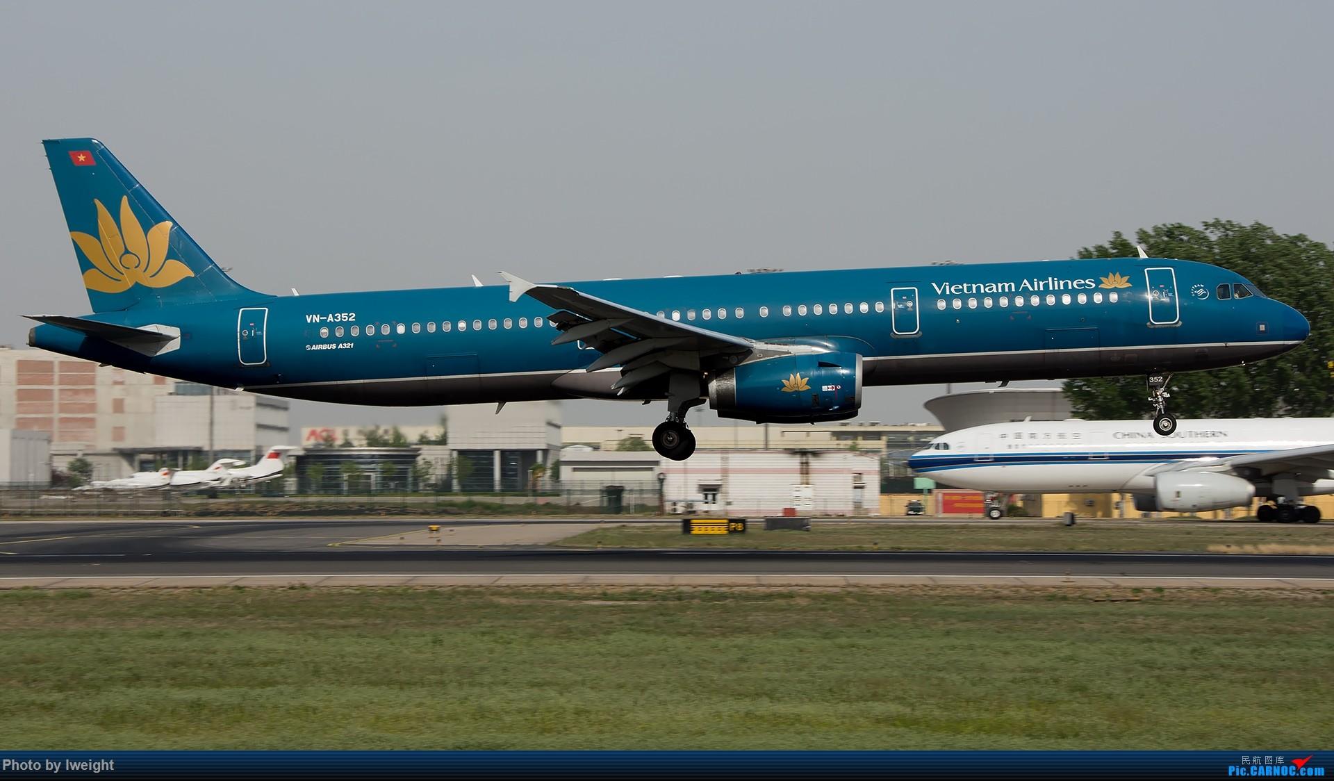 Re:[原创]天气晴朗,继续守候18R【多图】 AIRBUS A321-200 VN-A352 中国北京首都国际机场