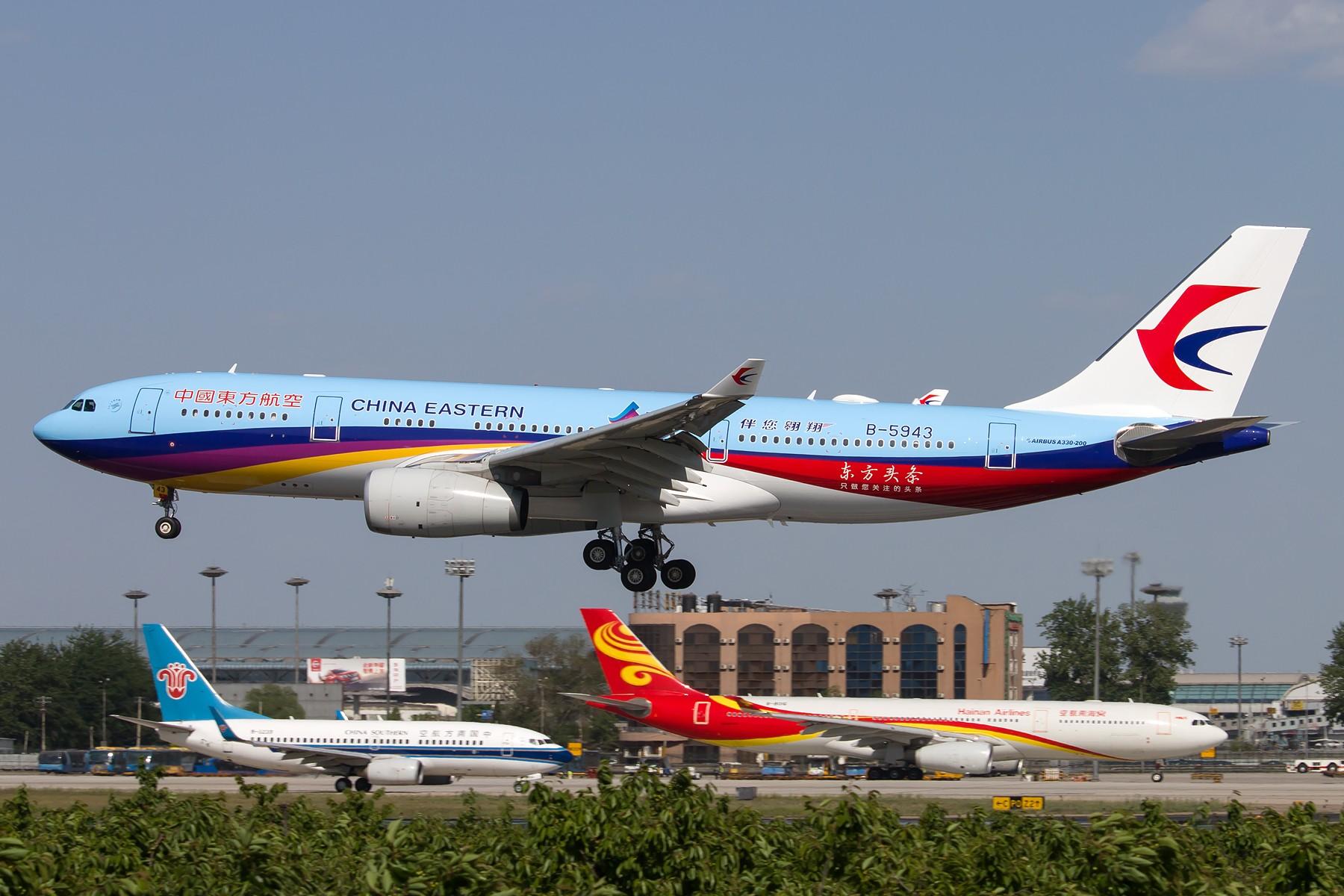 """[一图党] 中国东方航空 B-5943 A330-200 """"东方网""""彩绘 1800*1200 AIRBUS A330-200 B-5943 中国北京首都国际机场"""