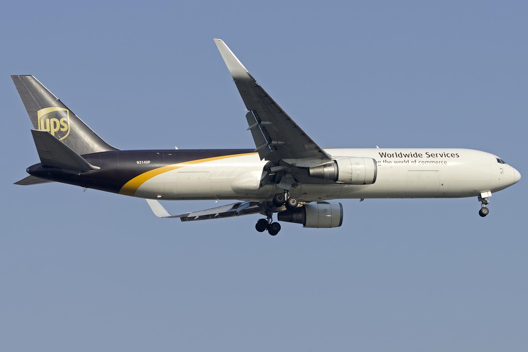 Re:[原创][原创]【PVG】好久没发图了,一堆库存(2)午后 BOEING 767-300ER  中国上海浦东国际机场