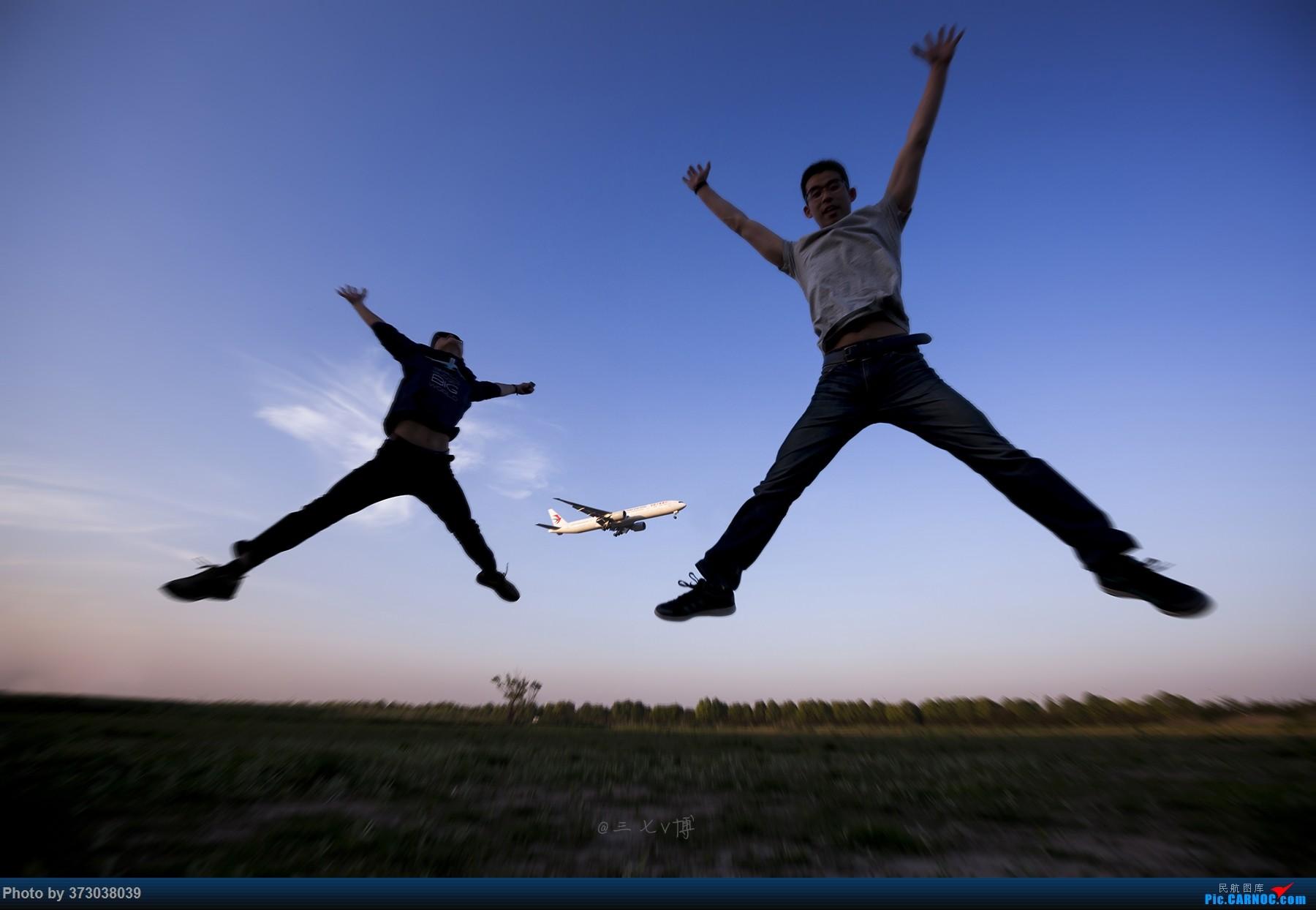 Re:[原创]【徘徊在HGH的丝瓜】PVG清晨5:30随拍......柔美的晨曦,忙碌的空港,安静的小花,亢奋的飞友......还有一尊乱入的大神    中国上海浦东国际机场
