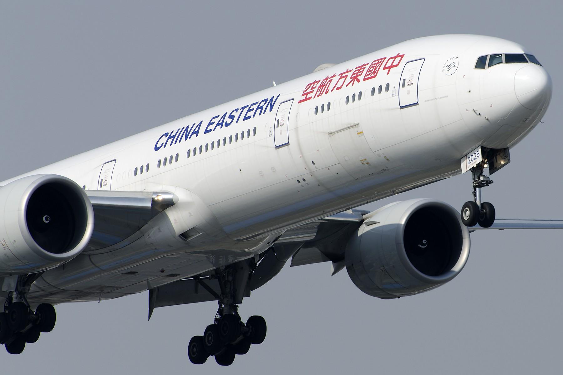 Re:[原创][原创]【SHA拍机*1800大图】4月拍的了,记得那天好货还挺多 BOEING 777-300ER B-2025 中国上海虹桥国际机场