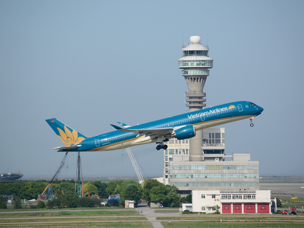 Re:[原创](多图一机)西班牙航空PVG起飞 后面有彩蛋 AIRBUS A350-900 VN-A886 上海浦东国际机场