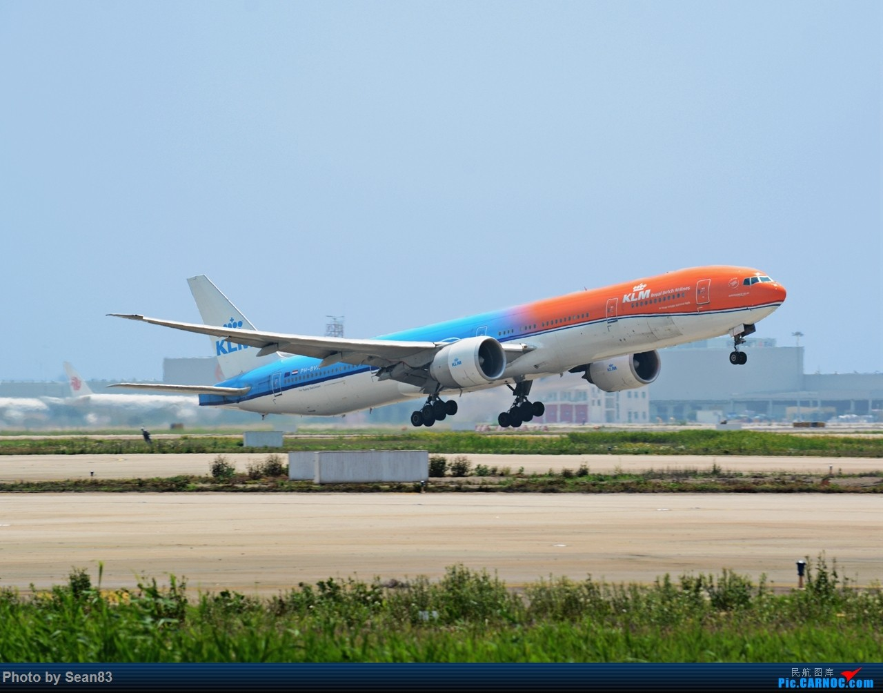 [原创]荷兰橙子拉起 BOEING 777-300ER PH-BVA 上海浦东国际机场