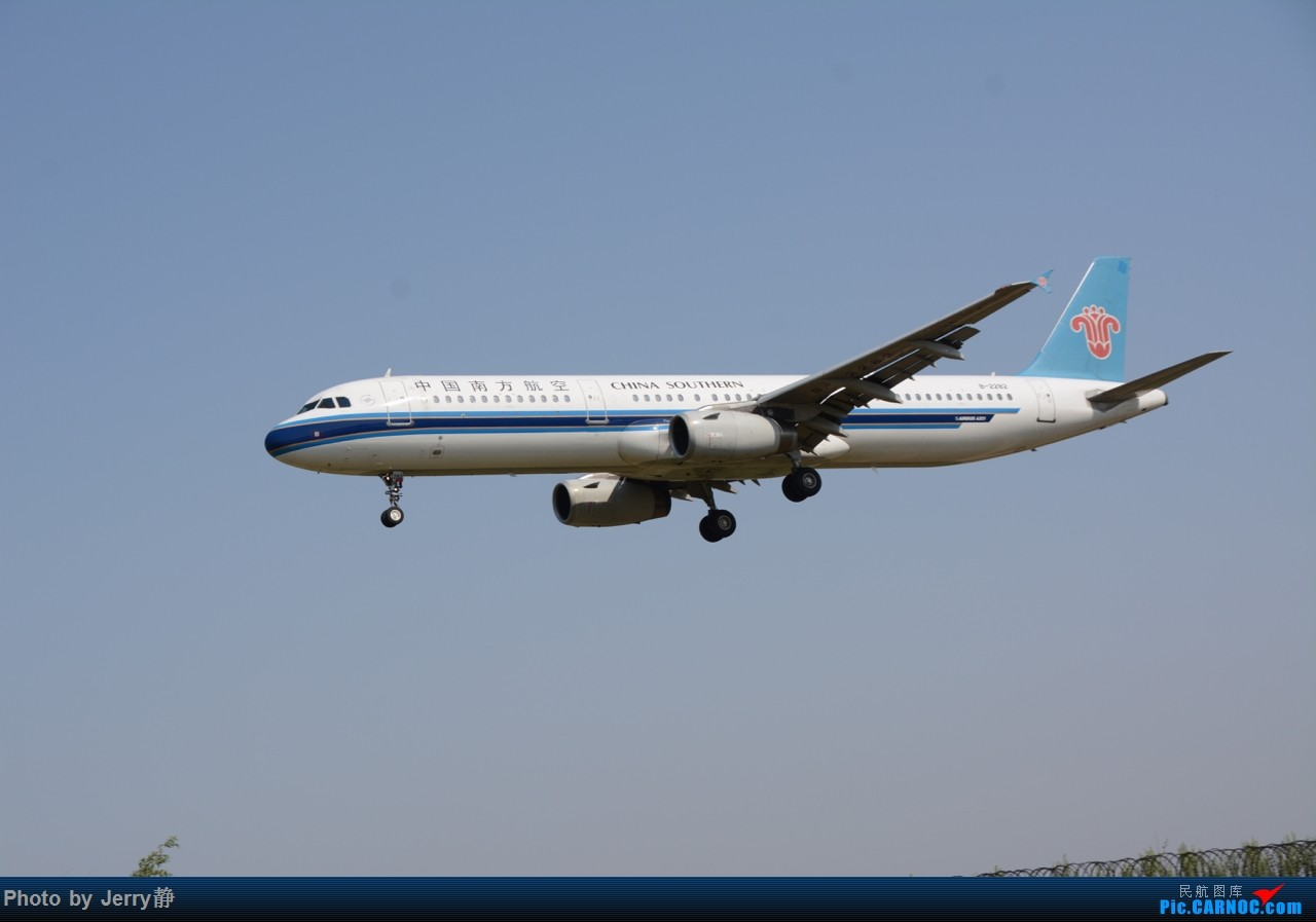 Re:[原创][SHE]5.3沈阳桃仙机场拍机,第一次拍到立荣 AIRBUS A321-200 B-2282