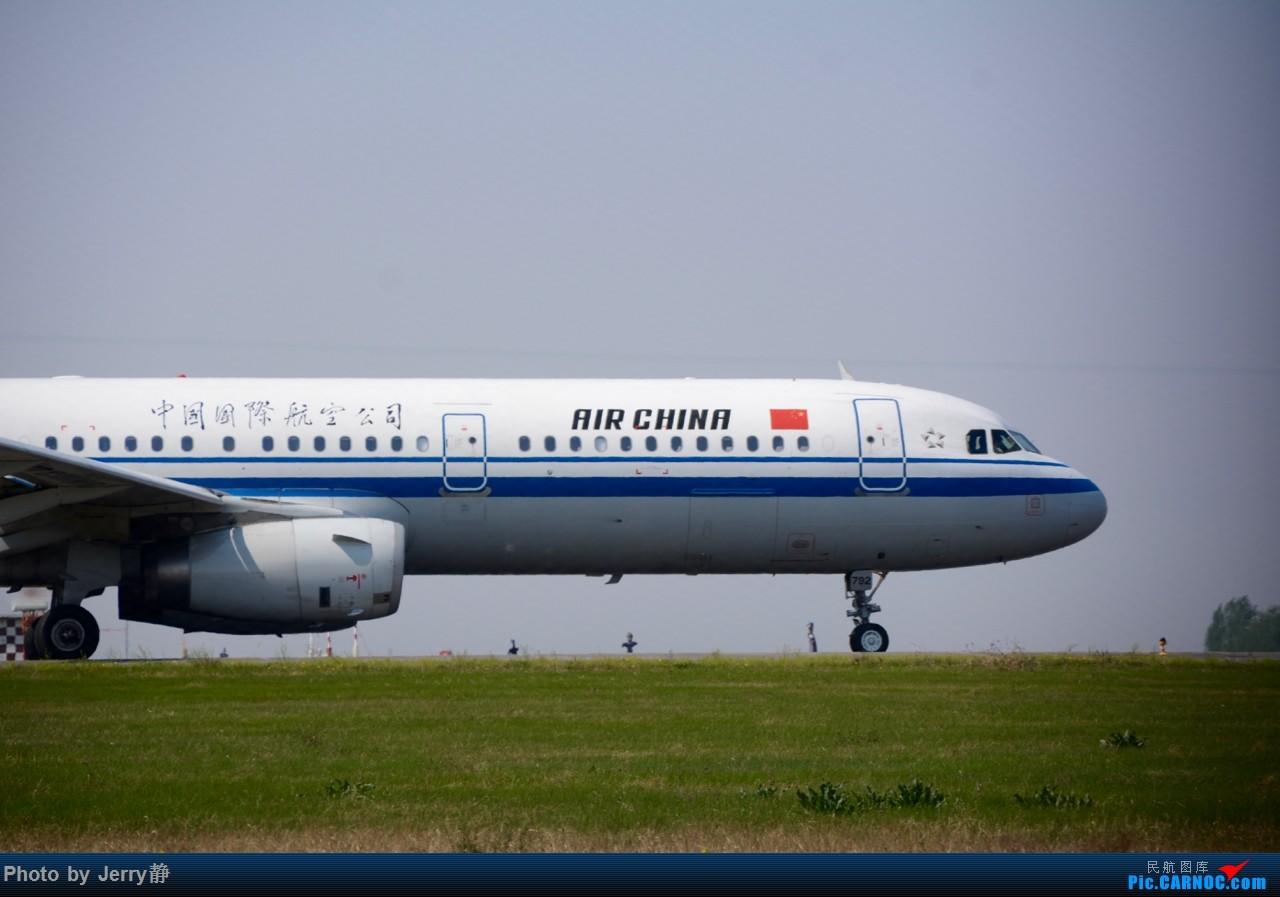 Re:[原创][SHE]5.3沈阳桃仙机场拍机,第一次拍到立荣 AIRBUS A321-200 B-6792