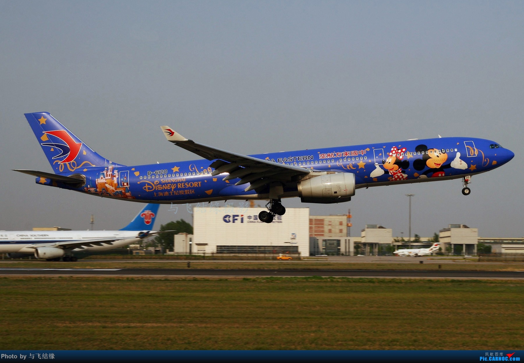"Re:东航""上海迪士尼度假区""彩绘B-6120靓图! AIRBUS A330-300 B-6120 中国北京首都国际机场"