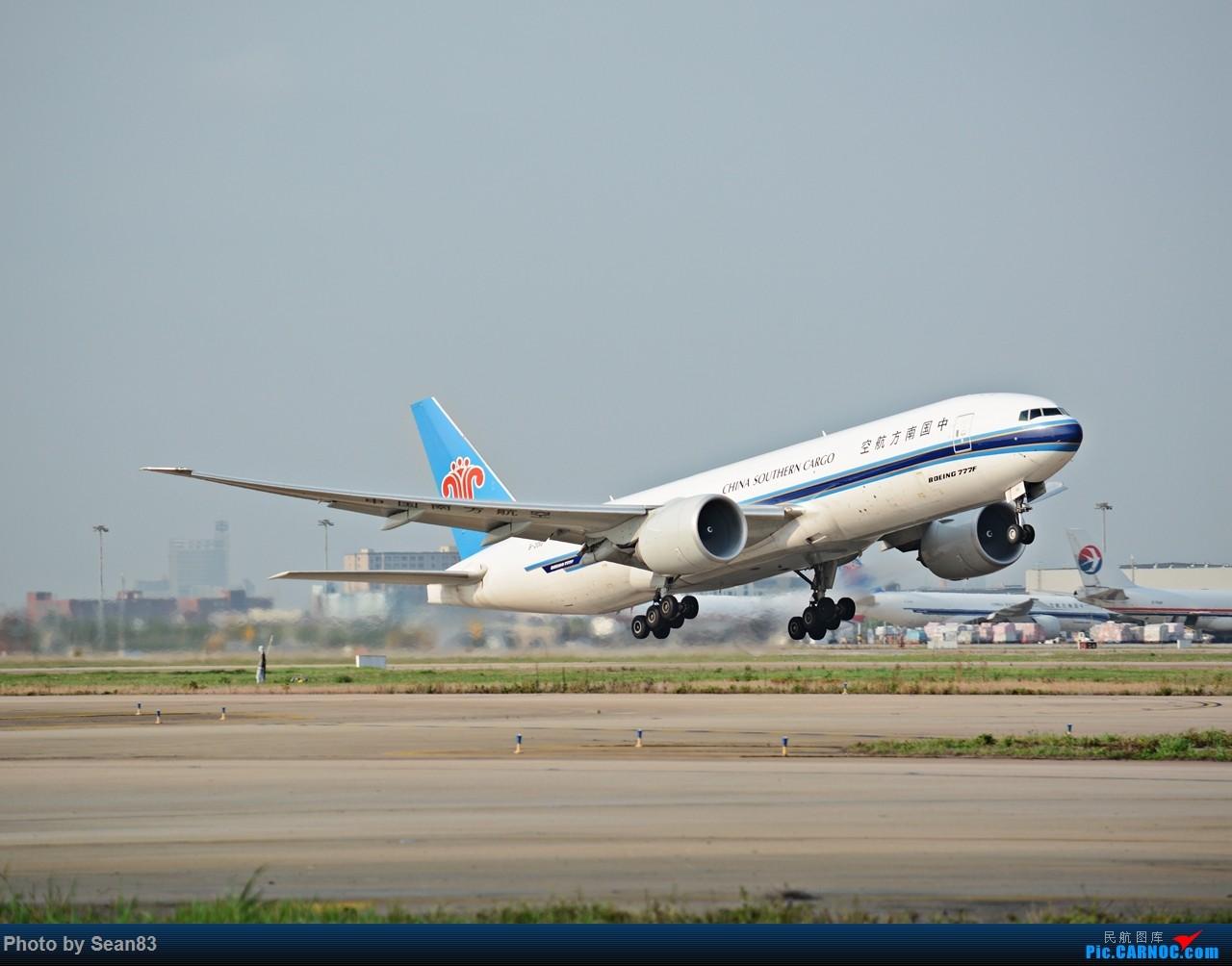 [原创](PVG 1280*) 一图 南货航777 拉起 BOEING 777-200 B-2010 上海浦东国际机场