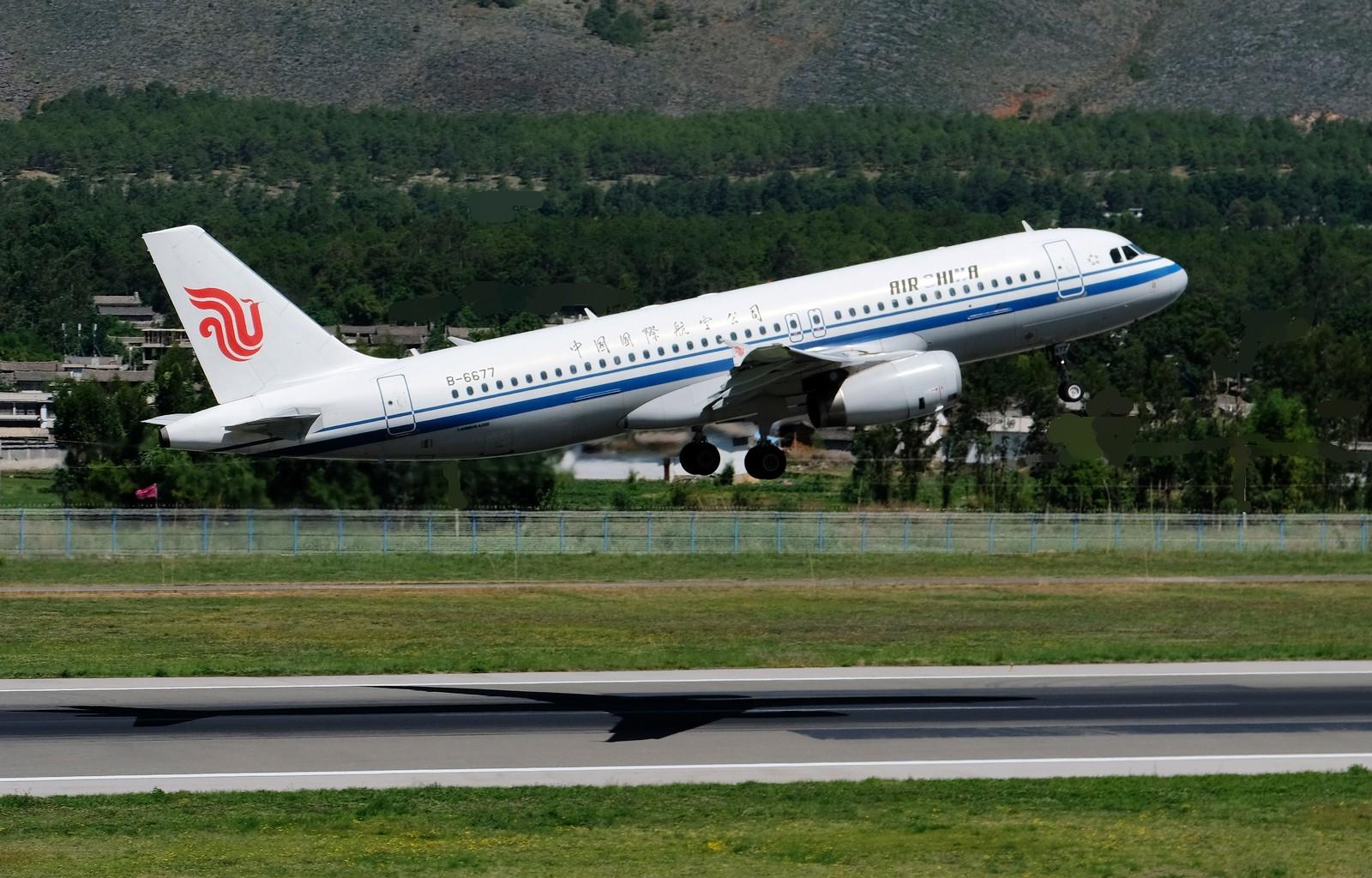 Re:[原创]祝贺丽江机场收费观景台建成,绝佳拍机宝地,蓝天白云下拍了几张    中国丽江三义机场