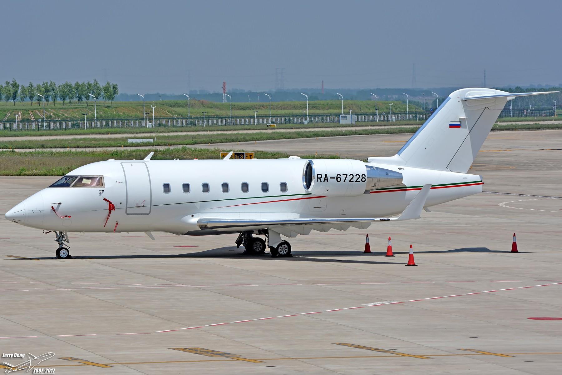 【一图党】Bombardier Challenger 604 RA-67228 载旗公务机 BOMBARDIER CHALLENGER 604 RA-67228 中国合肥新桥国际机场