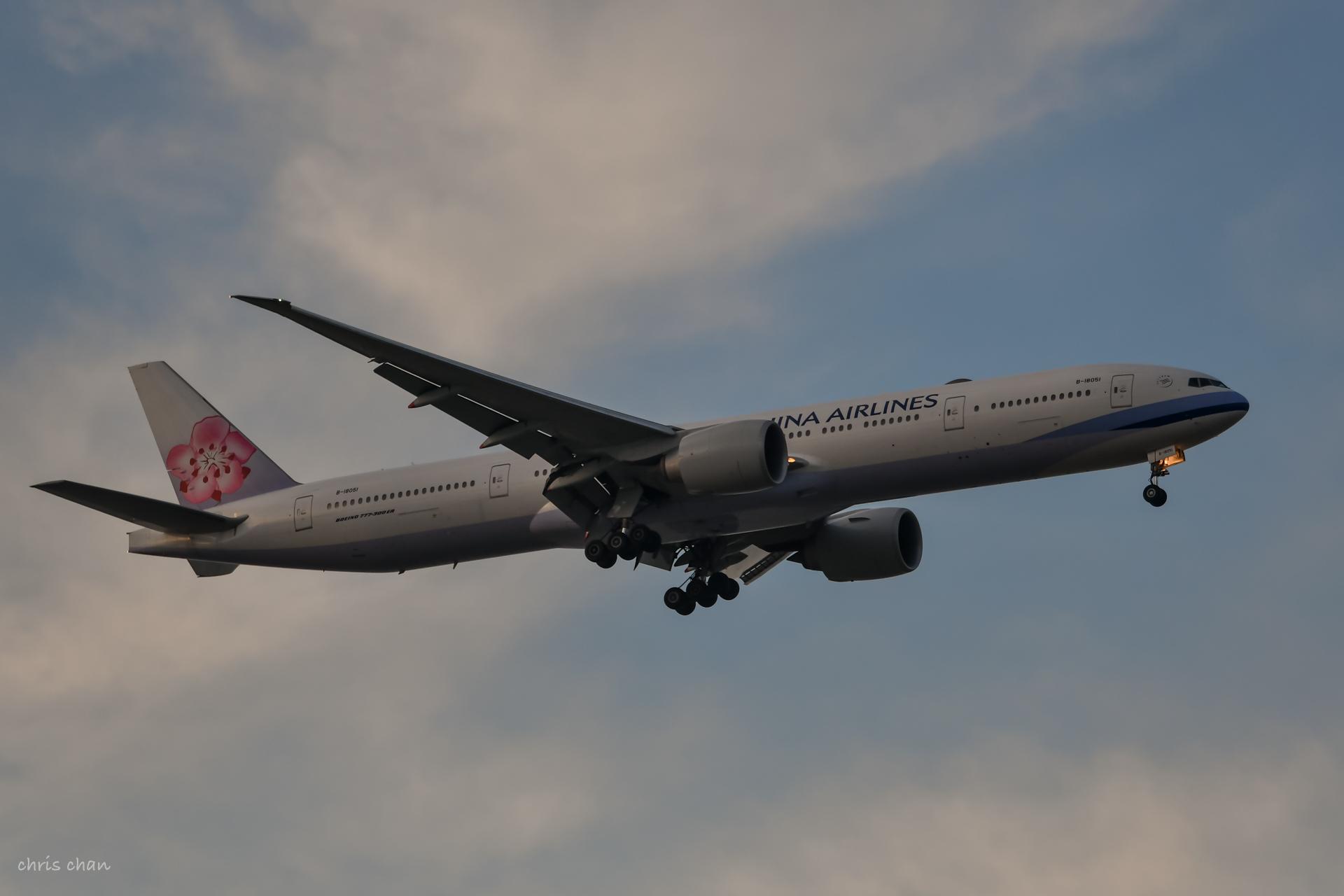 Re:[原创]新人报道——PVG首拍 BOEING 777-300ER B-18051 中国上海浦东国际机场