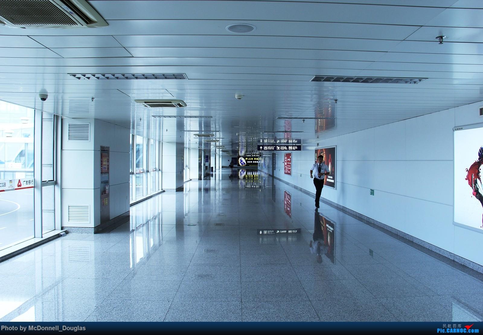Re:[原创]【上海飞友会】【zc带你走天下(3)】再访祖辈年轻时工作的土地,父母年少时生活戈壁,跨越大半个中国去看新疆,回程小游蓉城(下) EMBRAER ERJ-190LR B-3147 中国乌鲁木齐地窝堡国际机场 中国乌鲁木齐地窝堡国际机场