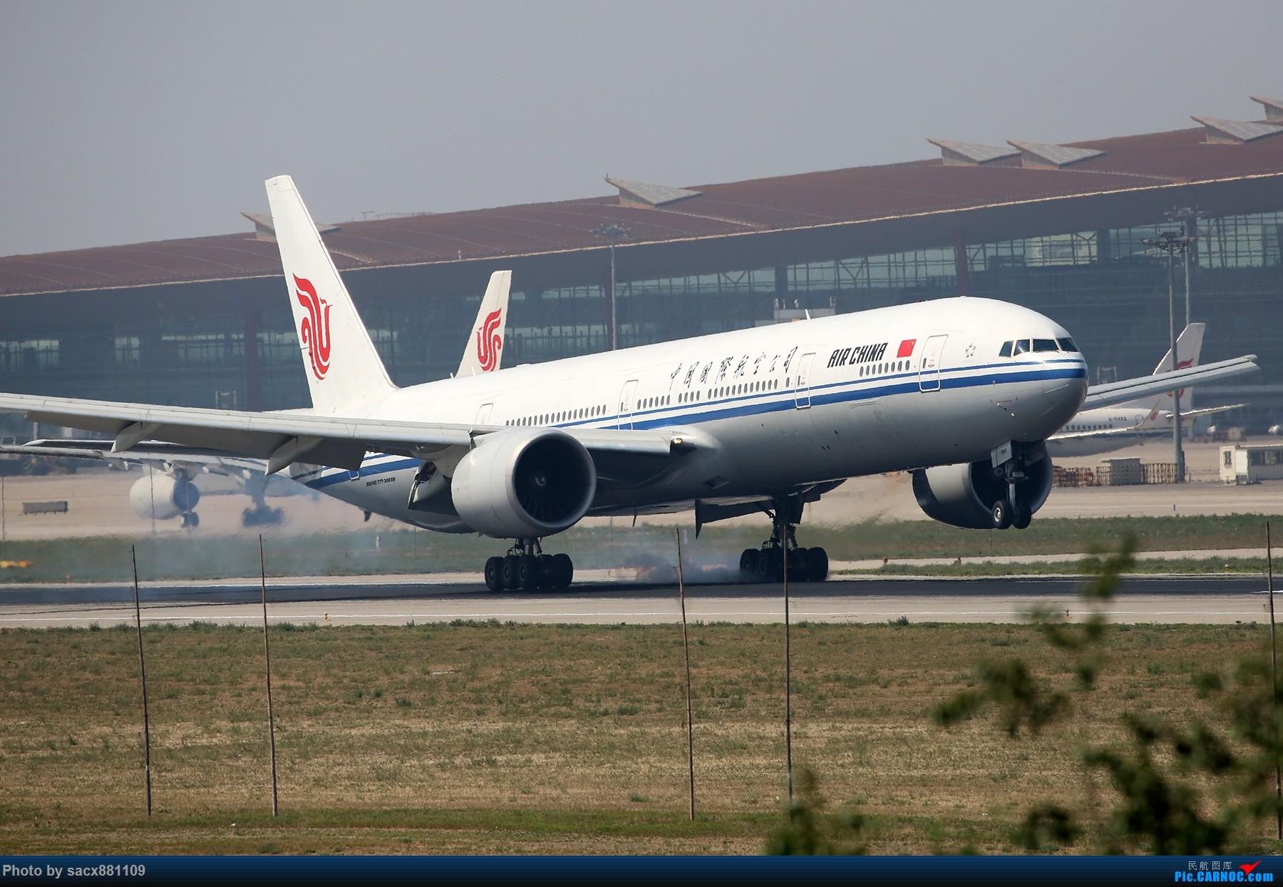 Re:PEK烈日下的01跑道 BOEING 777-300ER B-2087 中国北京首都国际机场